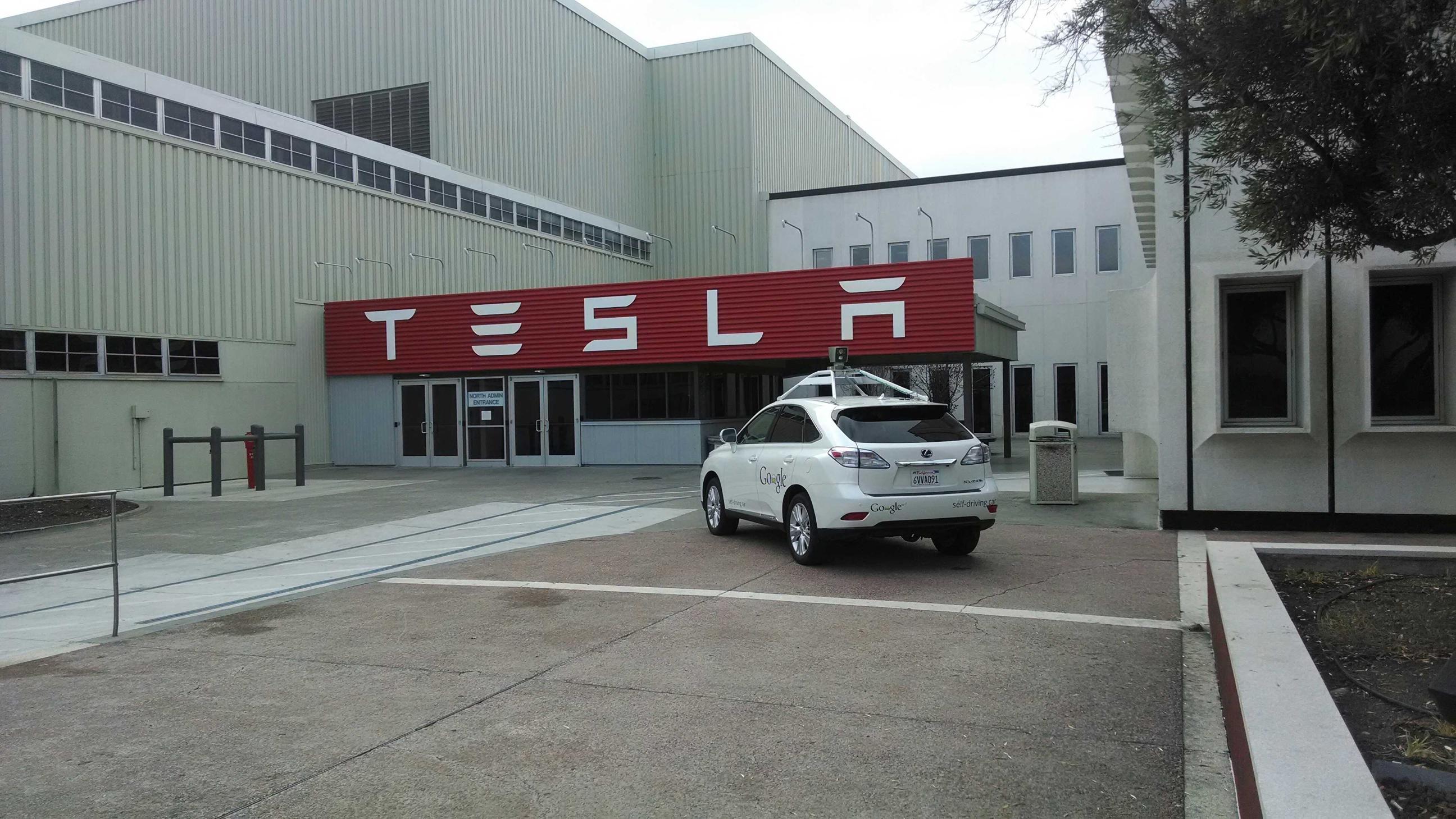 Tesla-google-driverless-car