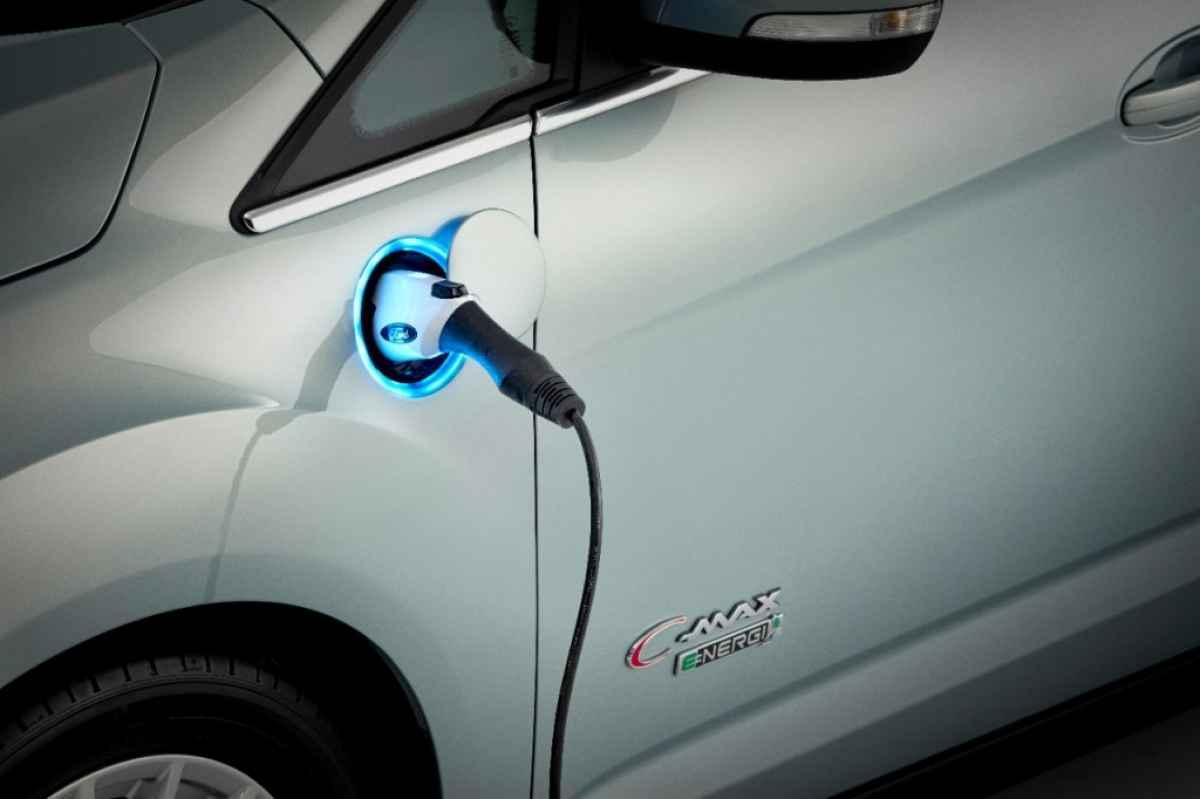 ford-c-max-solar-energi-concept-at-ces-2014_100451298_l