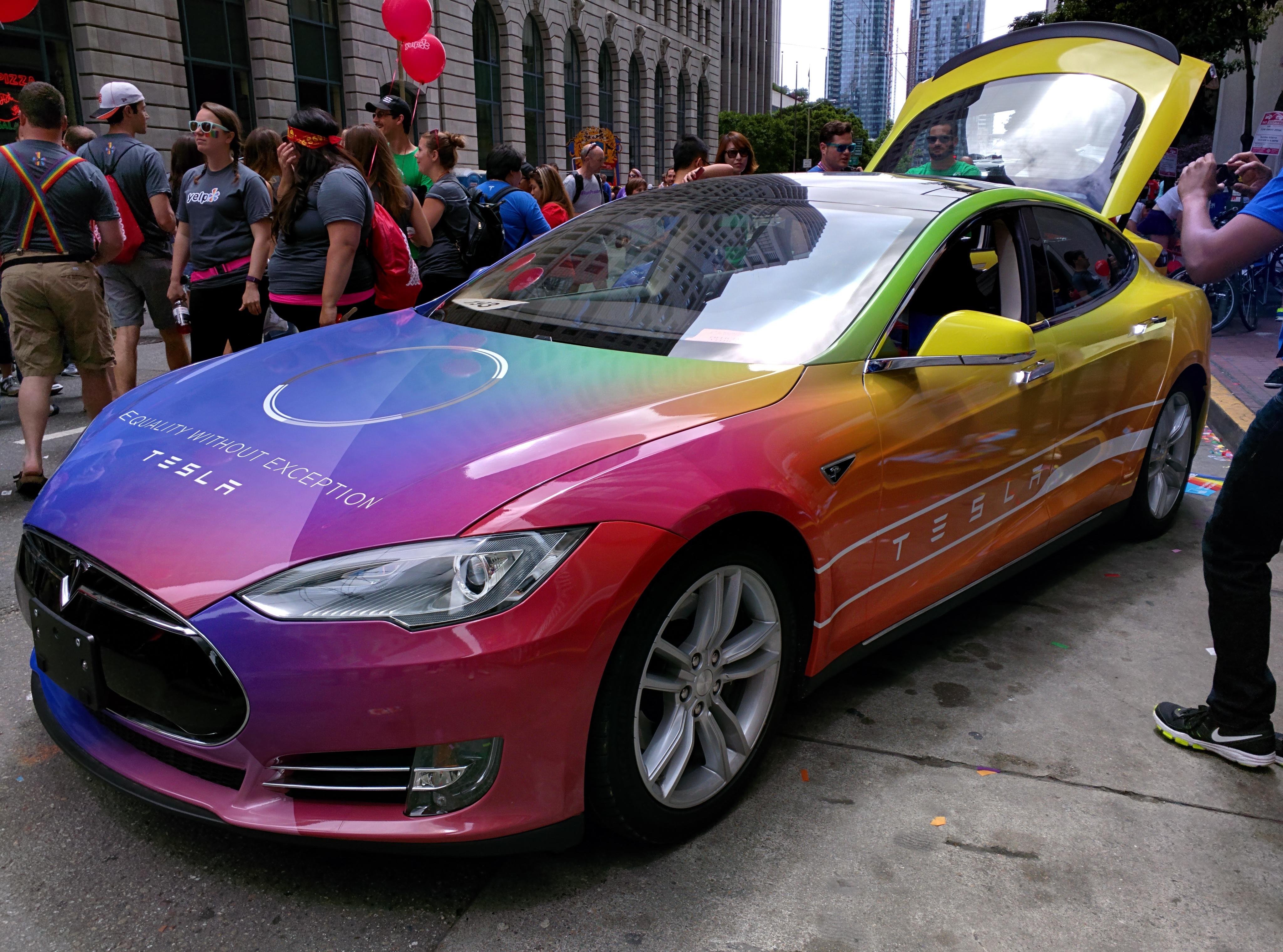 Tesla-Pride-model-s
