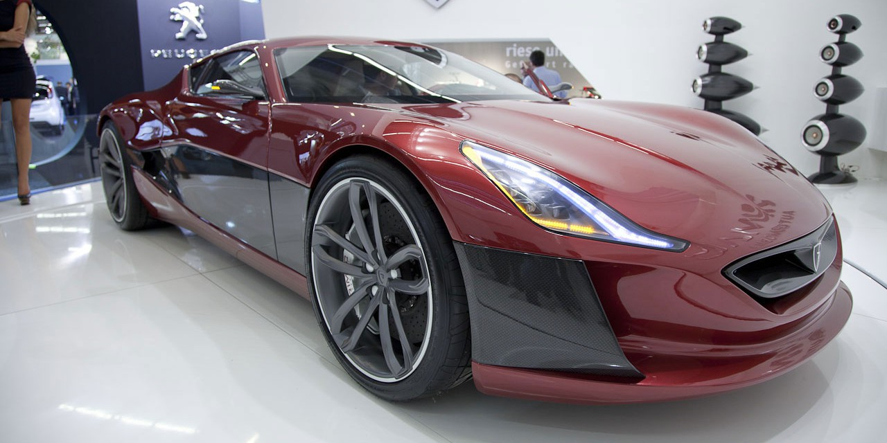The-Rimac-Automobili-Concept_One-Electric-Supercar-39