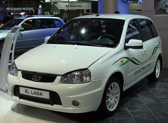 800px-El_Lada_wagon_on_MIAS_2012