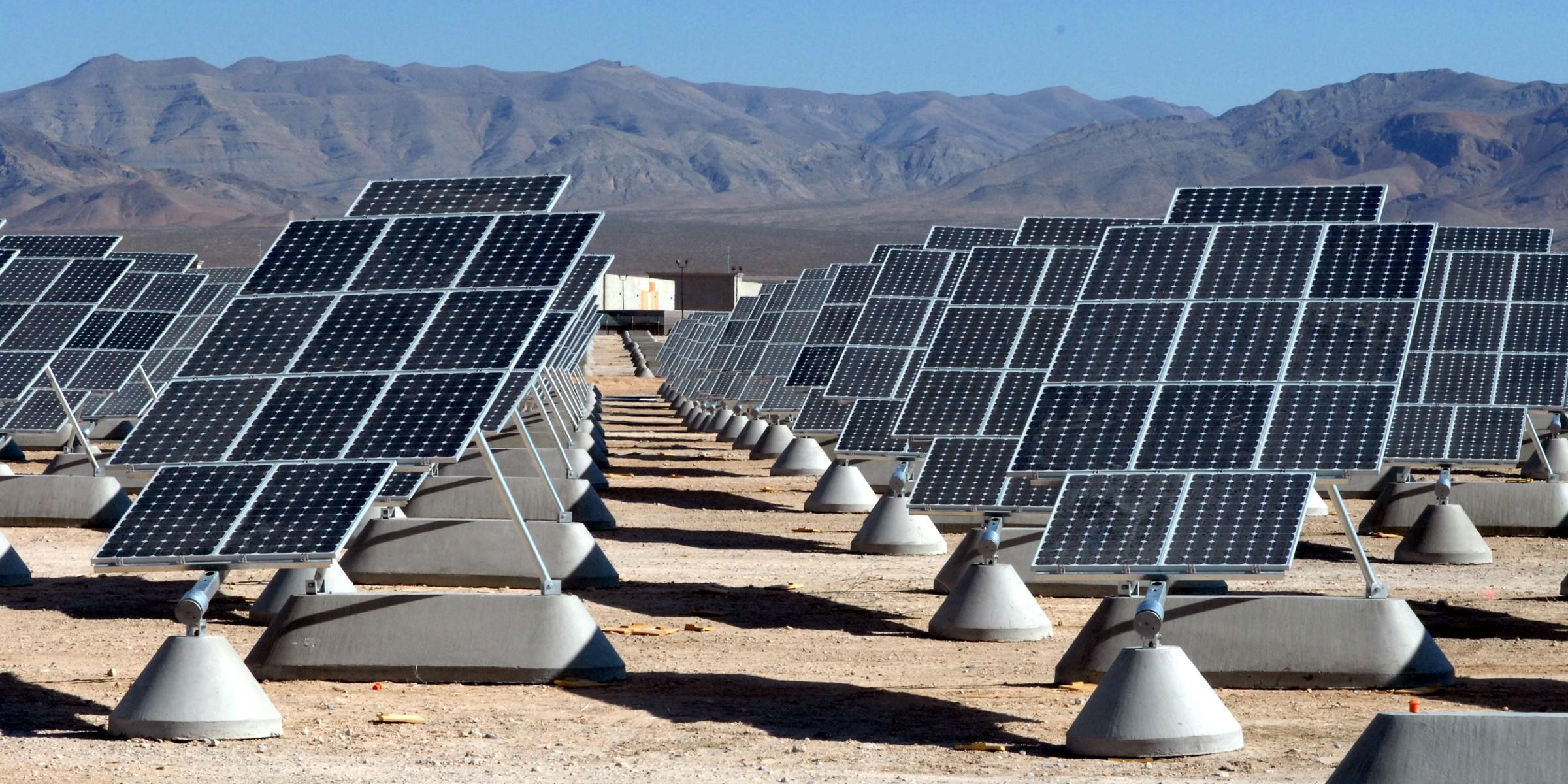Nellis_AFB_Solar_panels