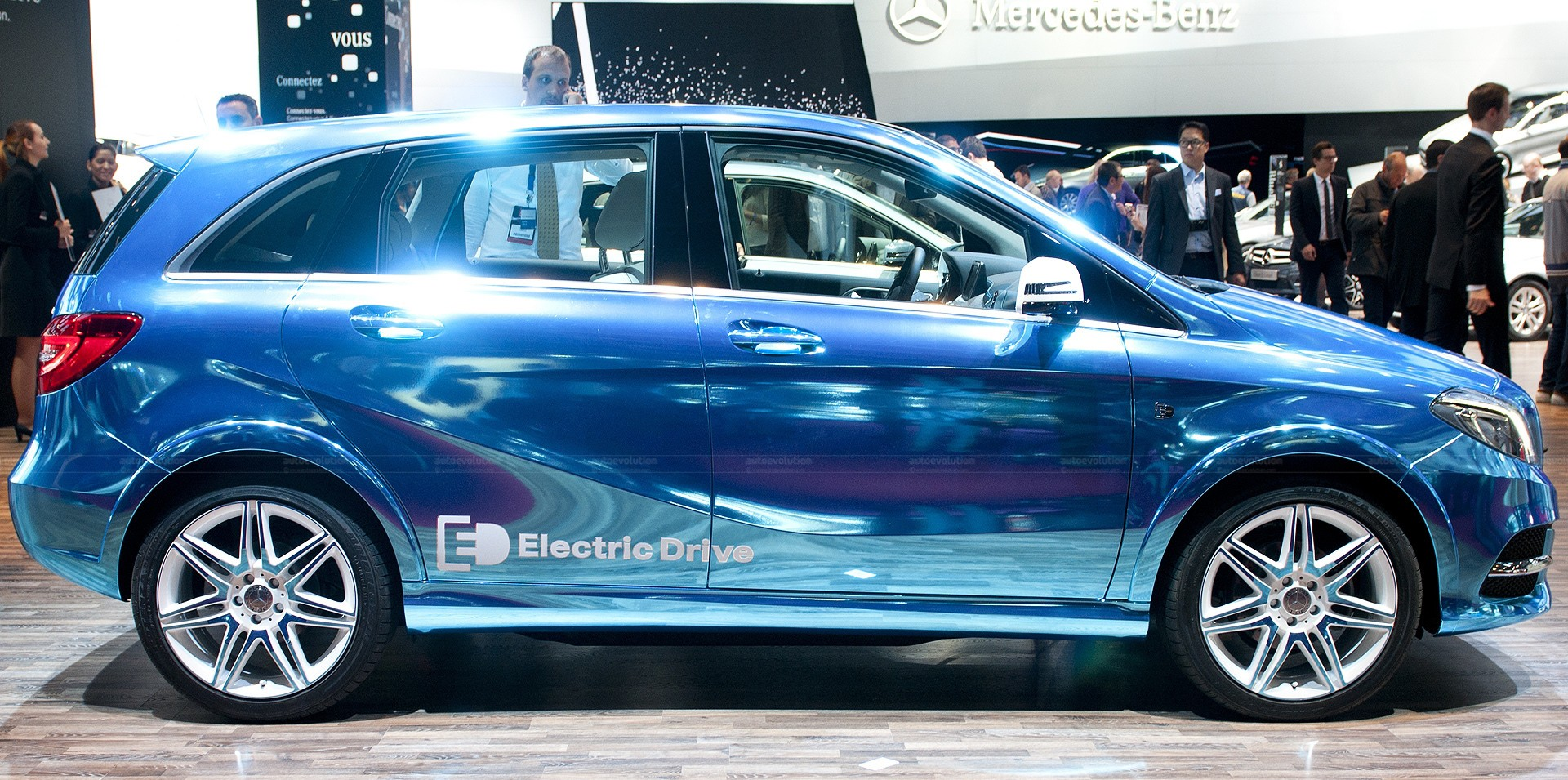 paris-2012-mercedes-benz-b-class-electric-drive-live-photos_8