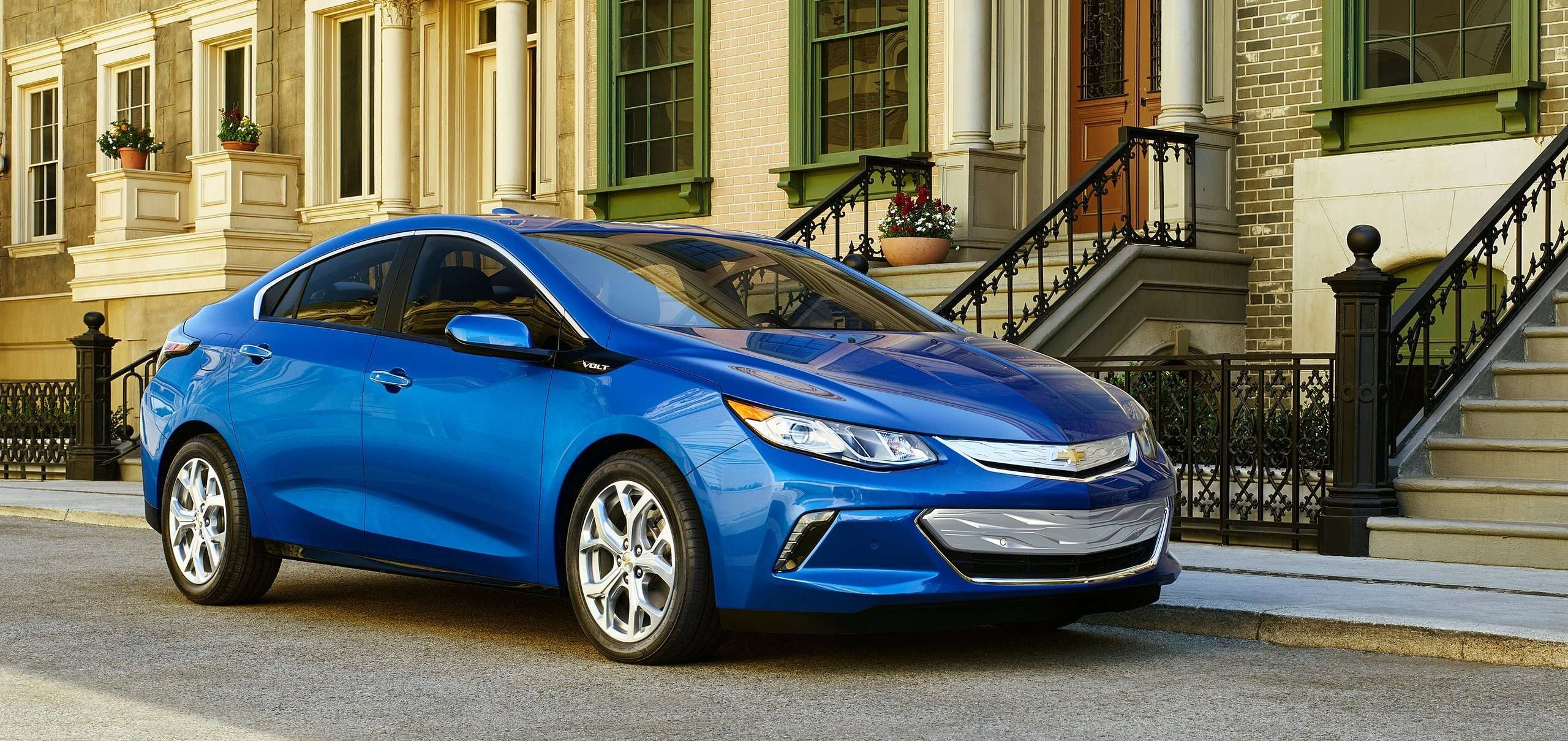 Chevrolet-Volt-2016-hd