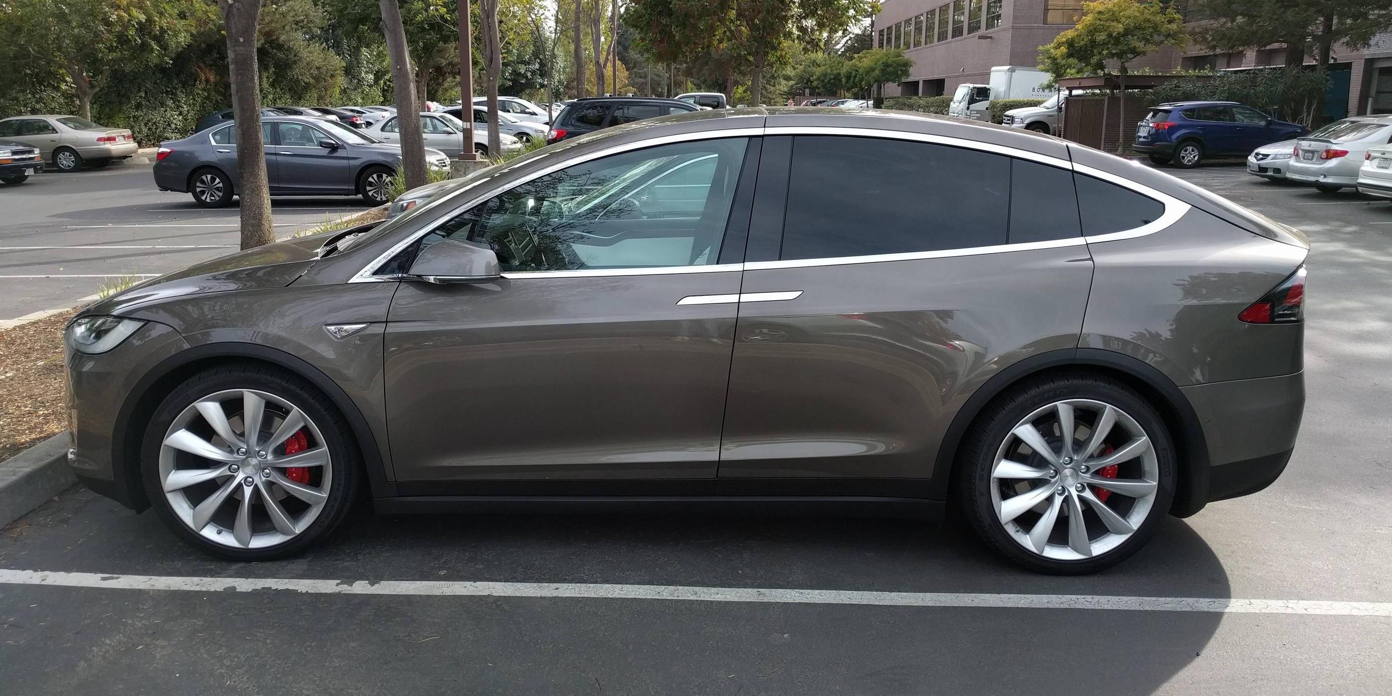Tesla-model-x-beige
