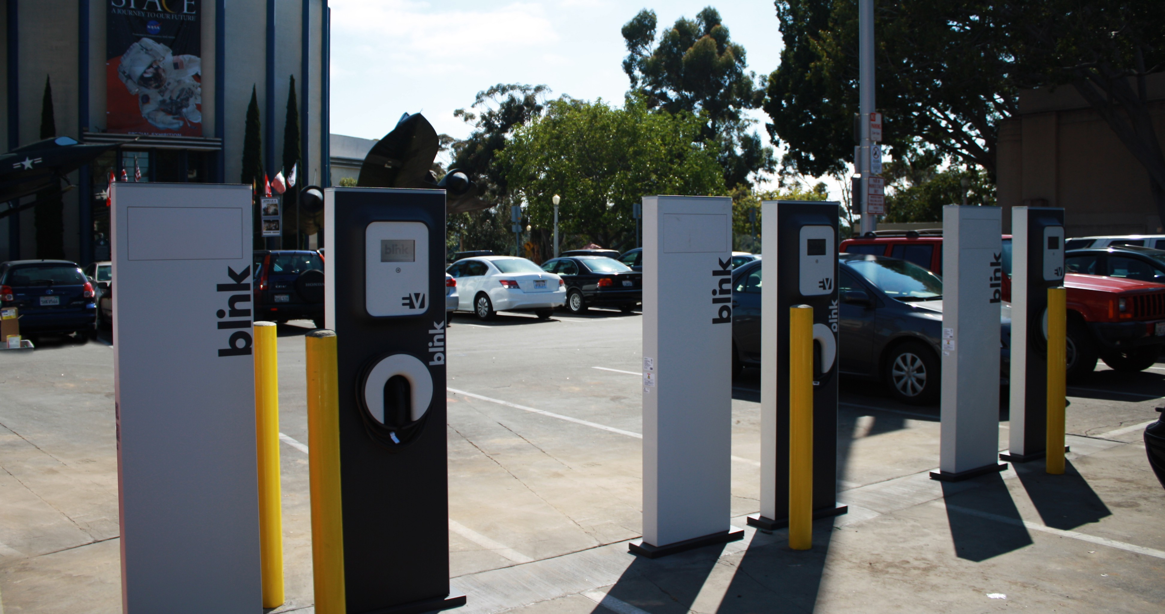 Blink Charging Stations >> New Partnership Between Blink Chargepoint And Evgo Lets You