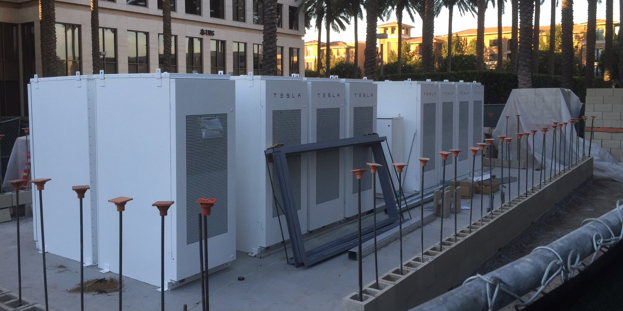 A New Tesla Powerpack And Solar Installation Shows The