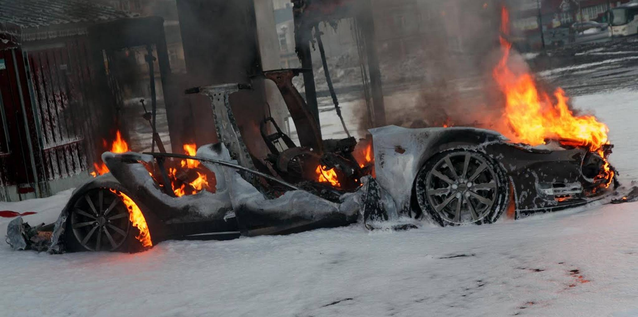 Model S burned down norway