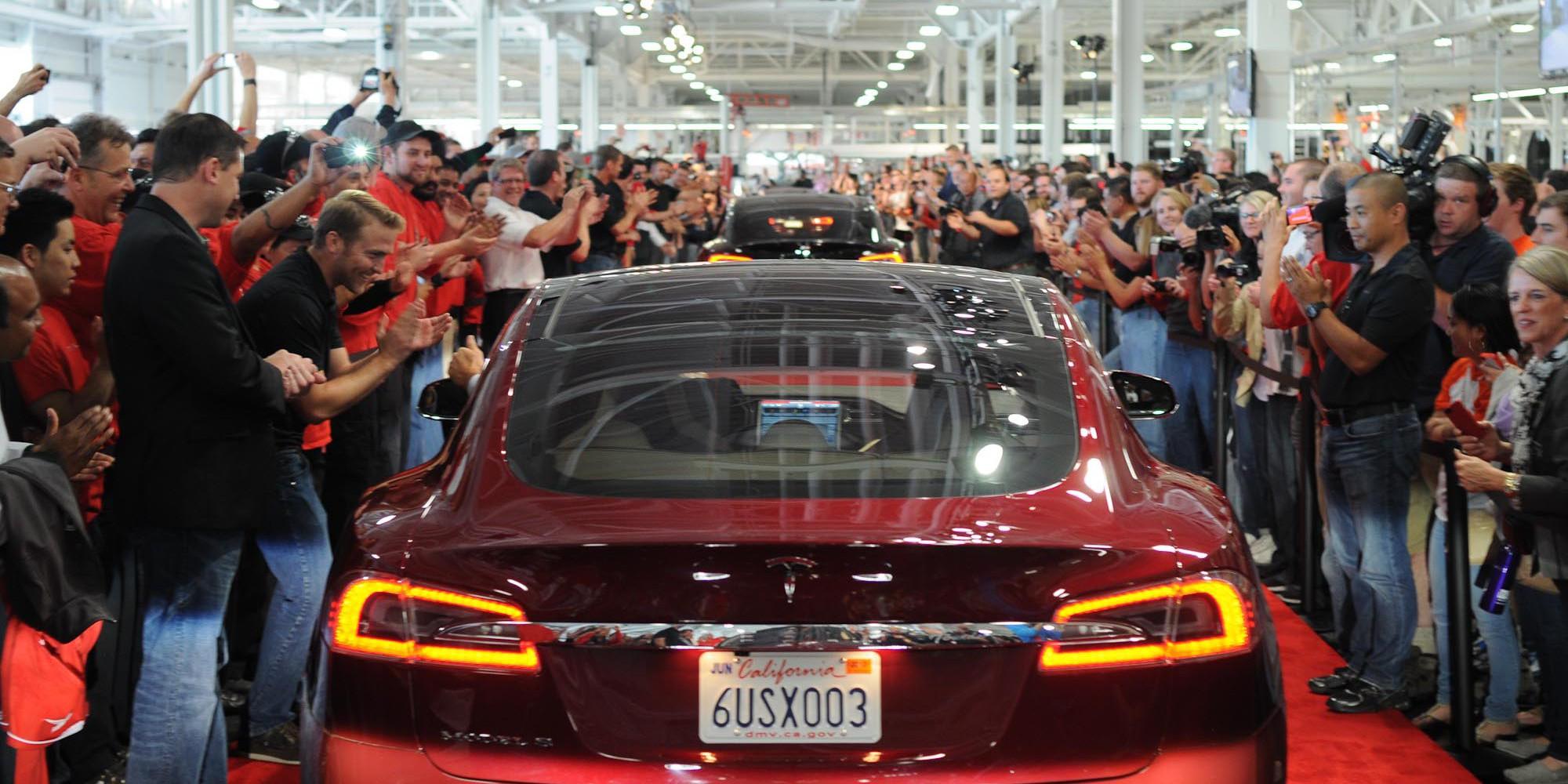 Tesla_Model_S_first_deliveries