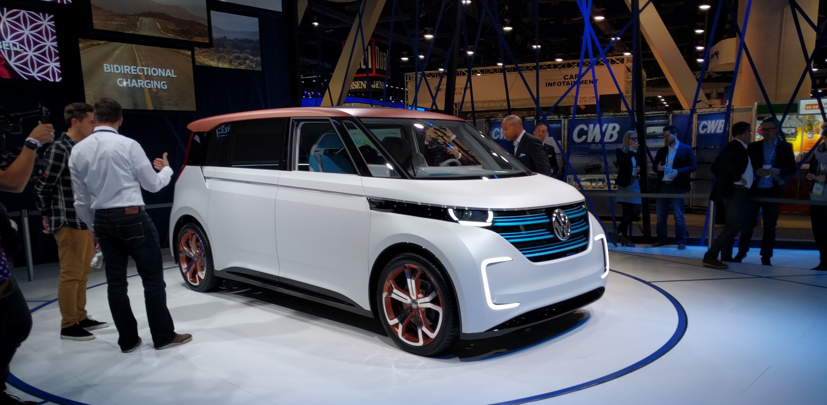 Vw Is Actually Going To Make That Uggl E Electric Vw Bus For 2020 Ish Electrek