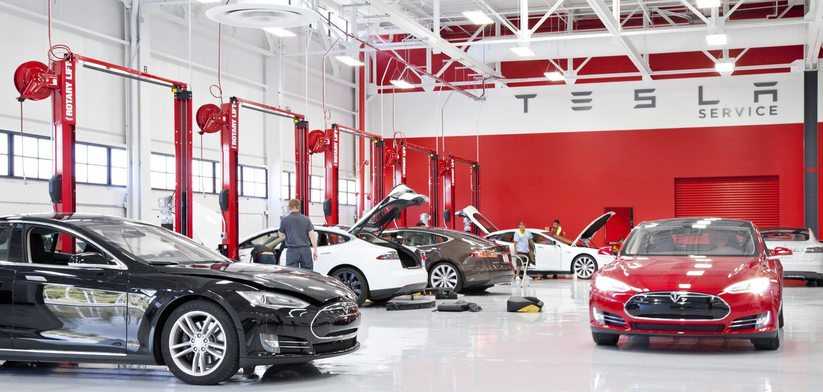 Auto Shops Open Today >> Tesla To Open Its Own Body Shops By The End Of The Month