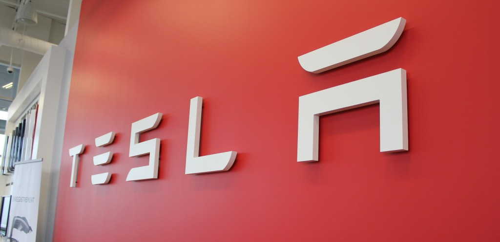 Tesla closes stock offering with $2.3 billion, stock price soars to $917 - Electrek