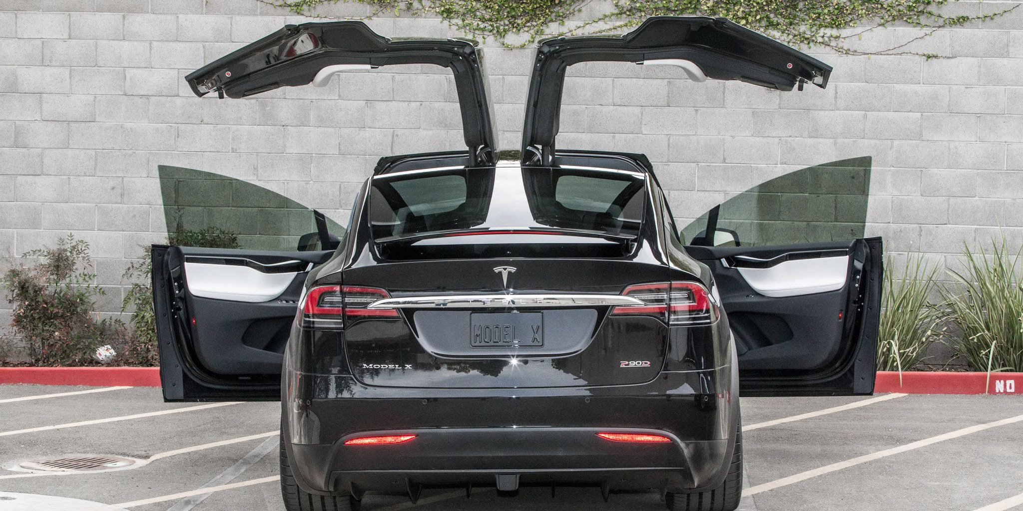 Tesla Model X door gets torn off by truck as it automatically opens owner and Tesla argue over what happened & Tesla Model X door gets torn off by truck as it automatically opens ...