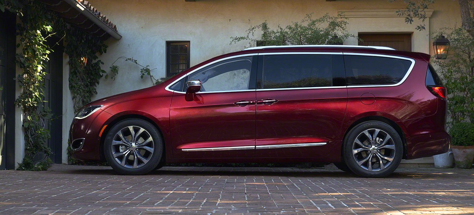 012-2017-chrysler-pacifica-1