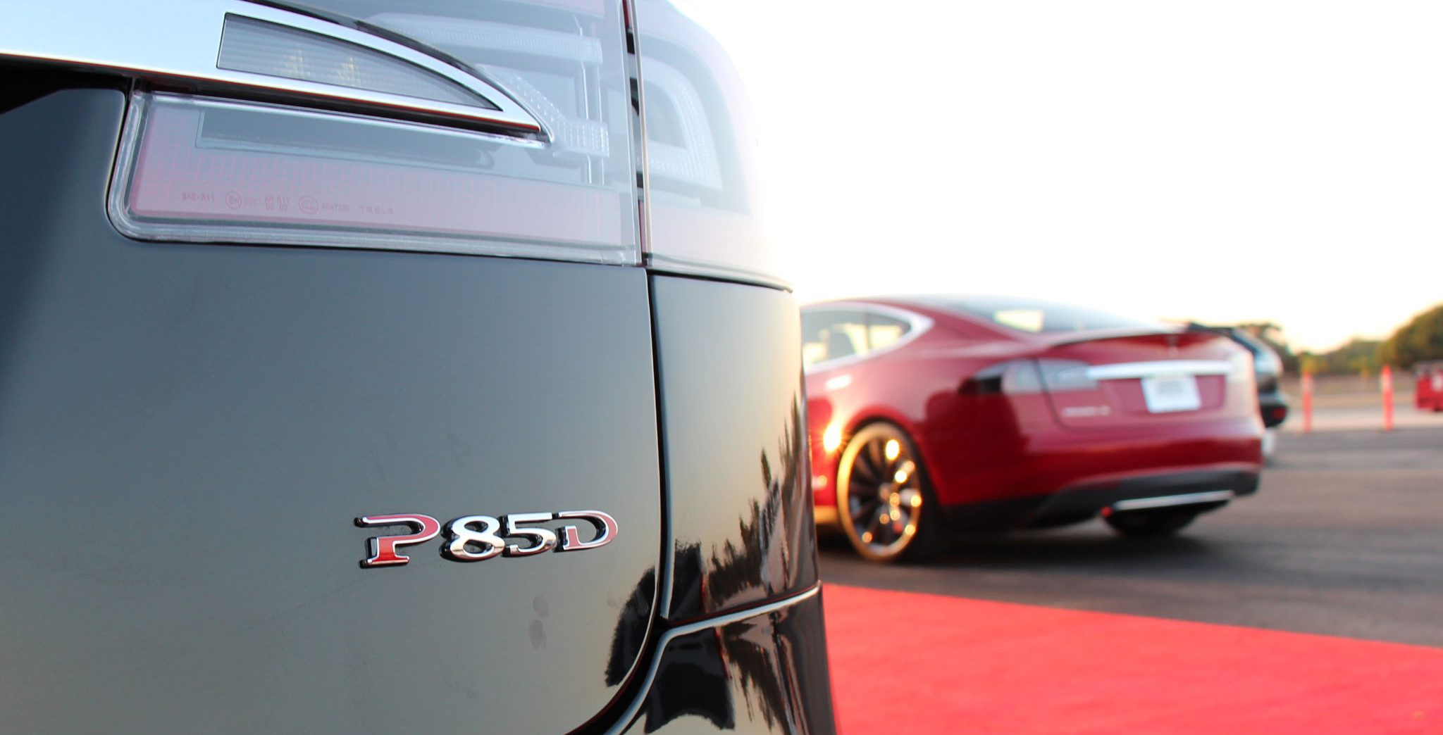 Tesla-Model-S-P85D-rear-badge