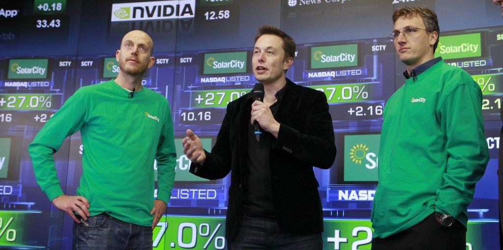 """Elon Musk le dice a los empleados de Tesla que """"ignoren el precio de las acciones"""" en el correo electrónico de fuga thumbnail"""
