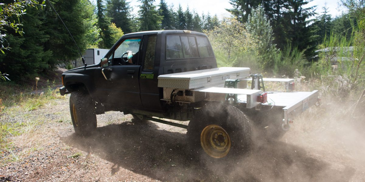 Off Roading And Ev Enthusiast Converts 1984 Toyota Pickup Into An All Electric Truck Using Nissan Leaf Batteries