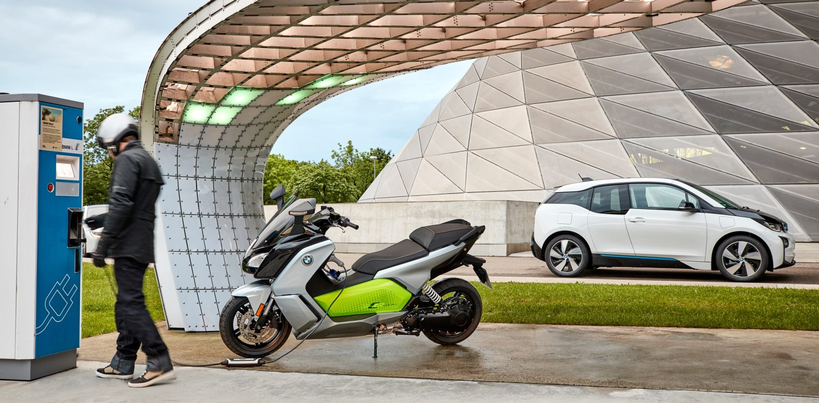 bmw c evolution electric scooter could be getting a roof. Black Bedroom Furniture Sets. Home Design Ideas