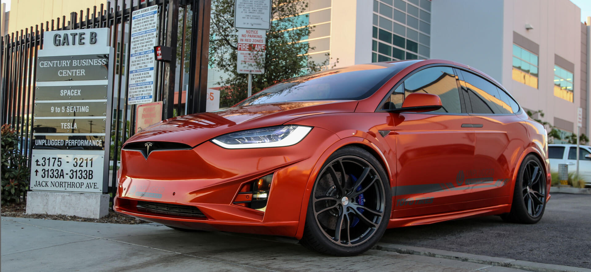 new unplugged tesla model x body kit love it or hate it. Black Bedroom Furniture Sets. Home Design Ideas