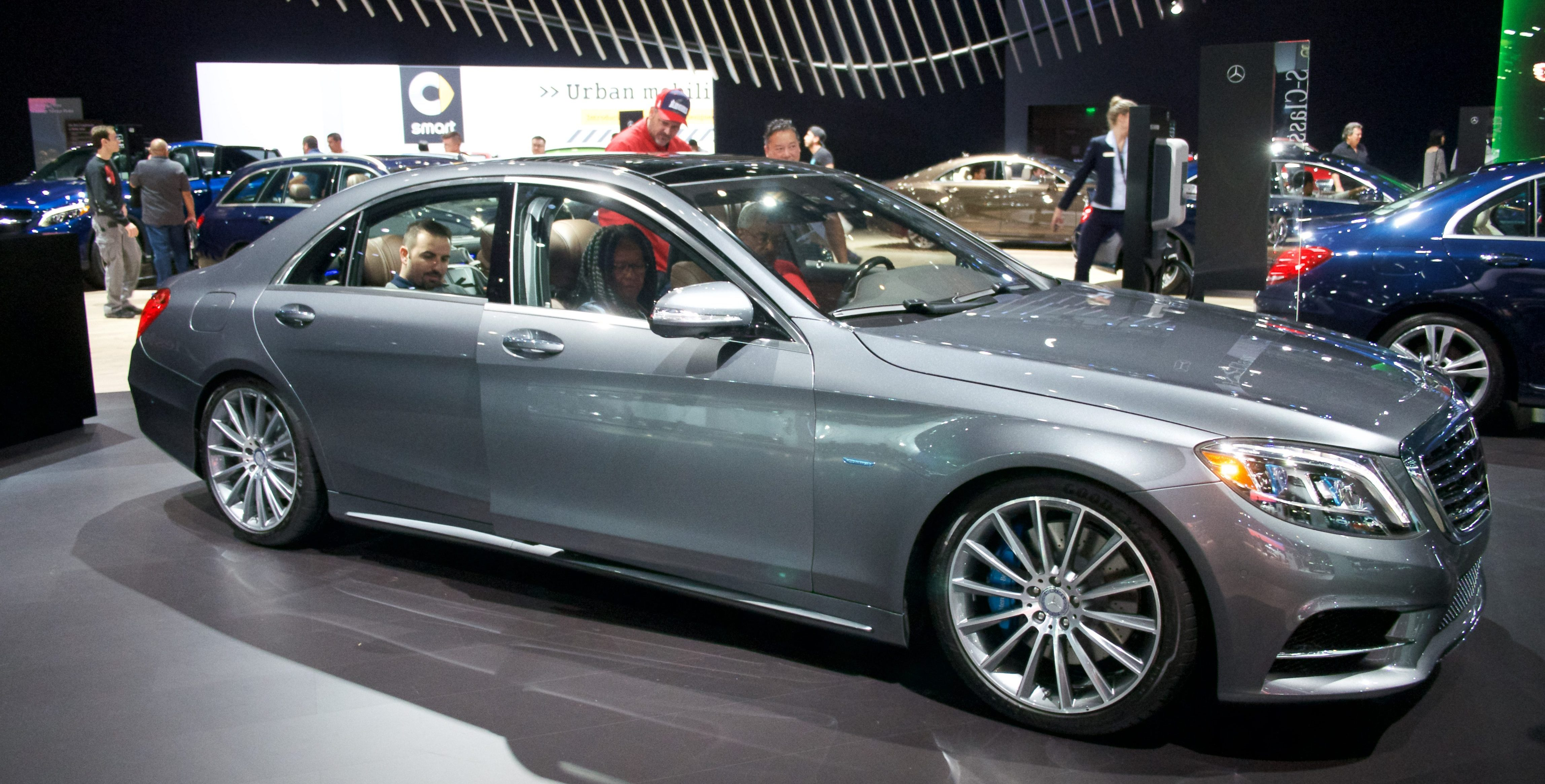 Mercedes Benz Has An All Electric Eqs Sedan To Follow The Eqc Suv In 2020 Electrek