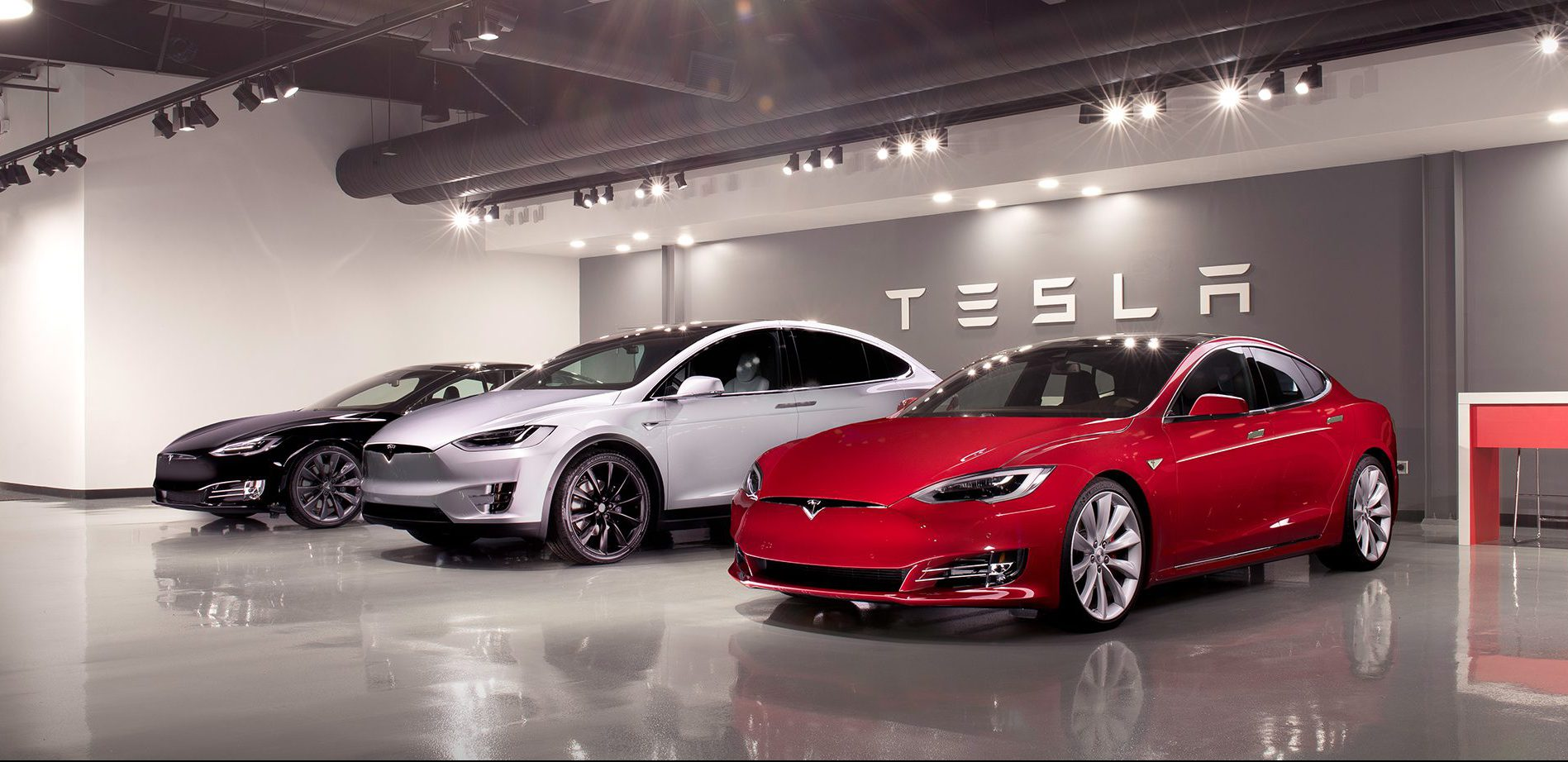 Tesla is releasing its fleet vehicles for sale to help deliveries before tax credit phase-out