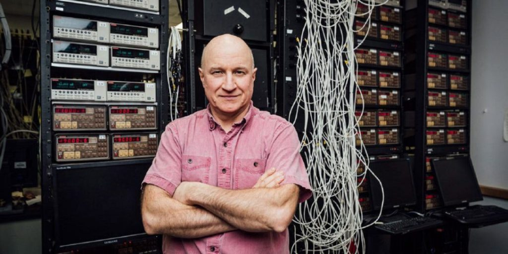https://electrek.co/wp-content/uploads/sites/3/2017/02/jeff-dahn-prize-e1486506458760.jpg?resize=1024,512