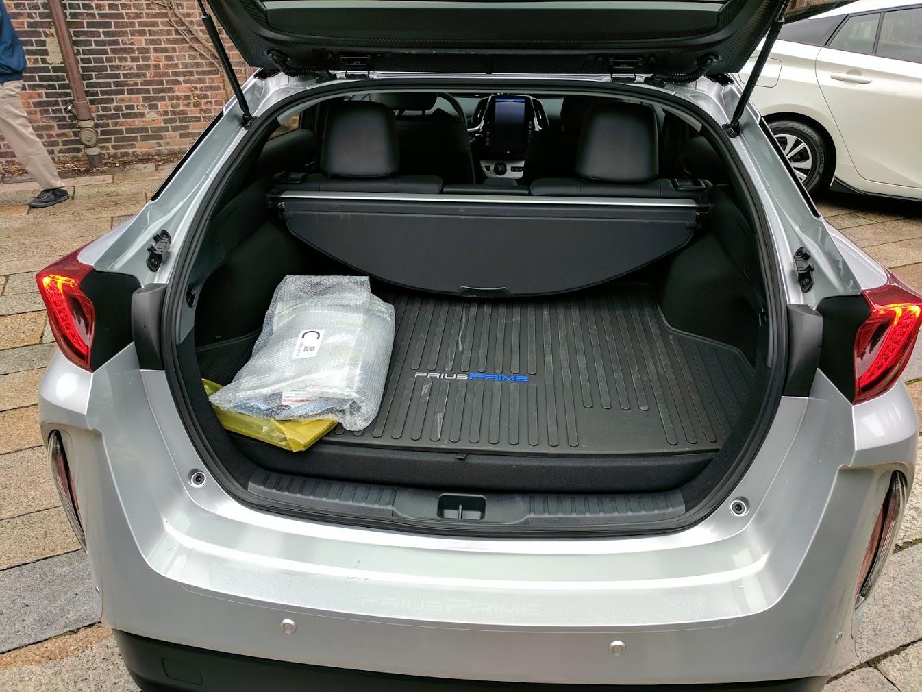 prius-prime-trunk