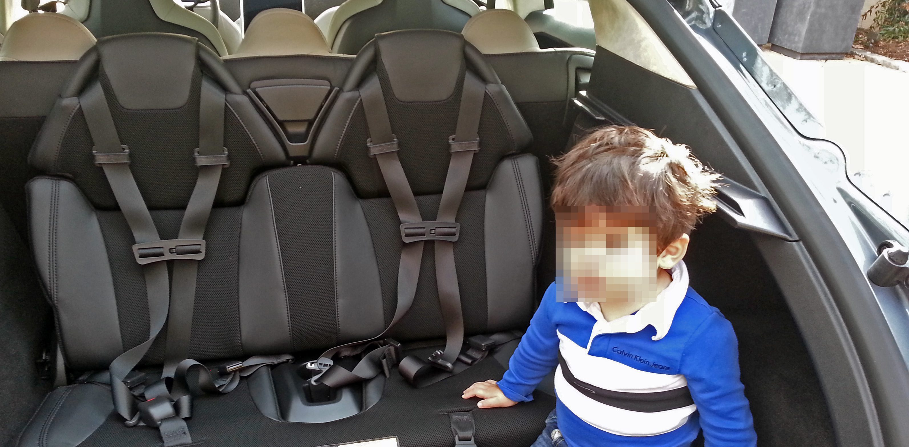 tesla_model_s_rear_child_seats_2