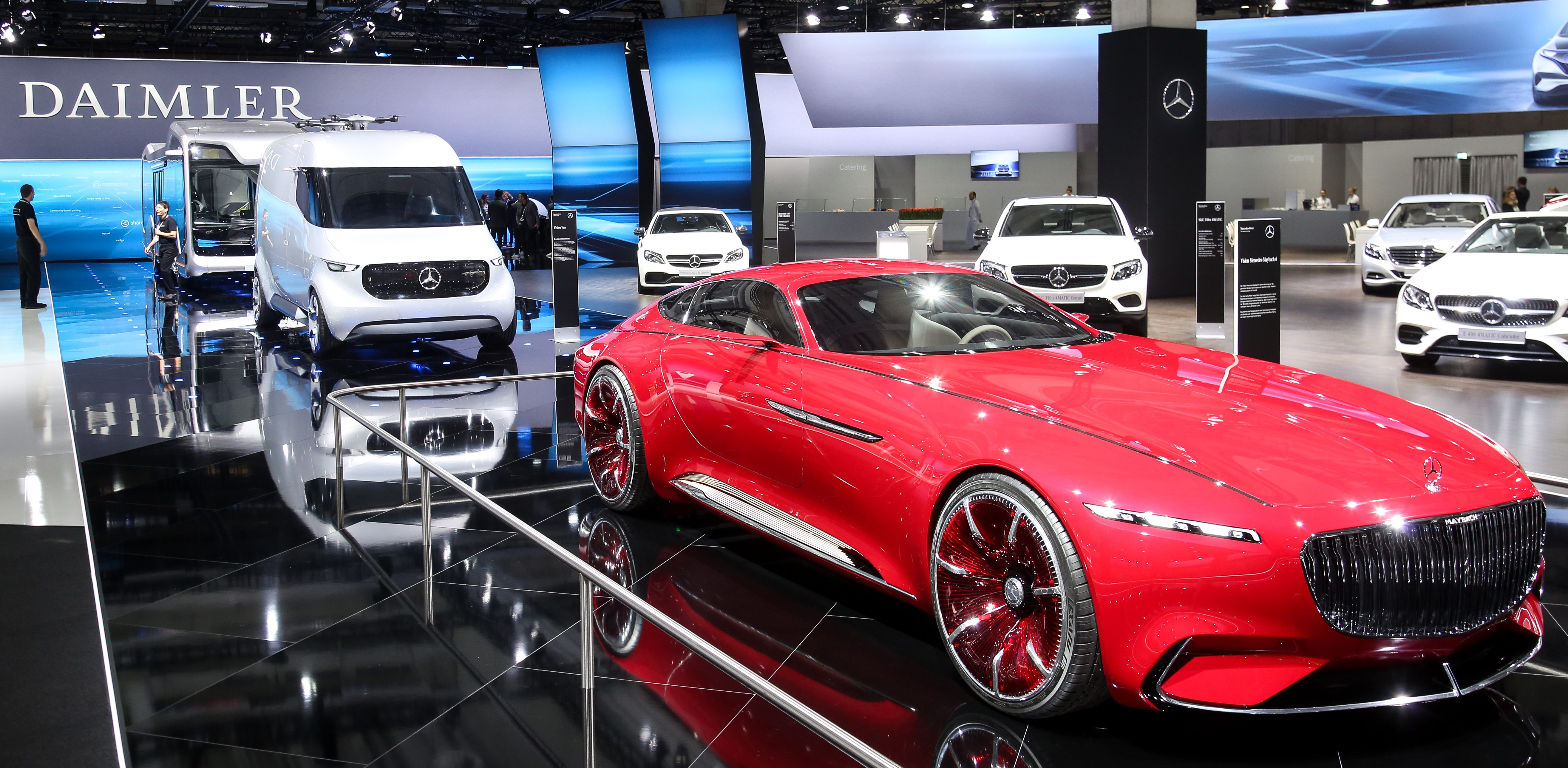Daimler announces acceleration of electric car plans by 3 years ...