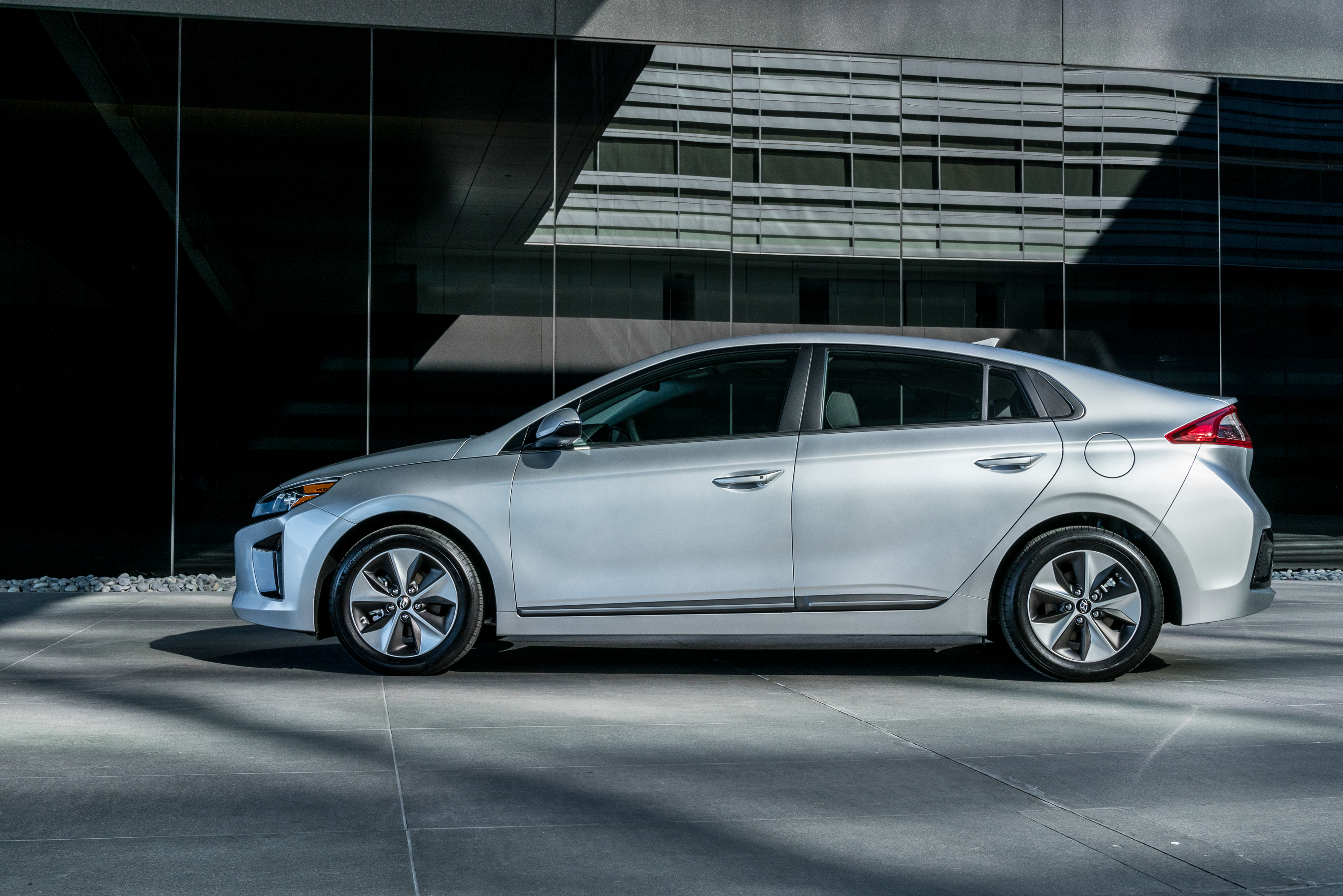 A 20 000 Budget And Need For 2nd Commuter Vehicle Ping The Ioniq Ev Up Oh That Whole Not Destroying Climate Thing Too 2017 Hyundai