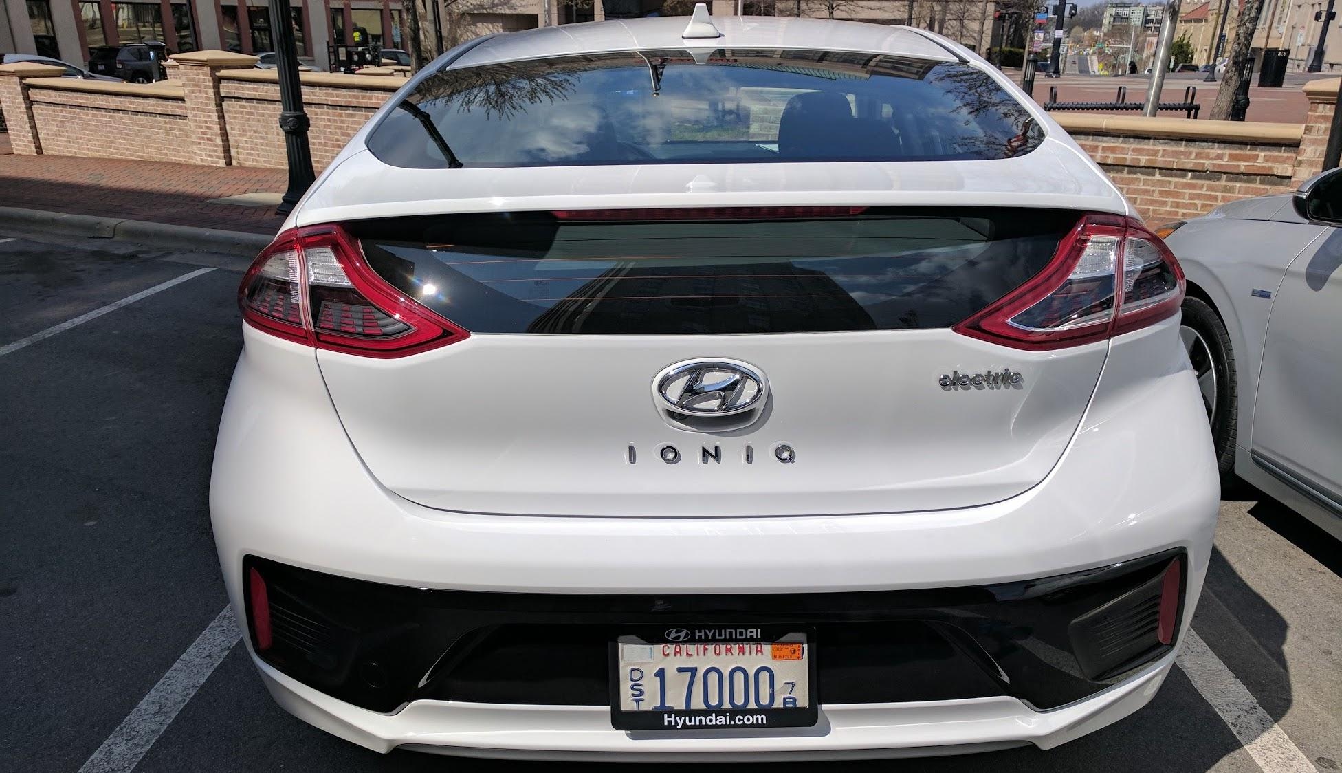 The Electrek Review 2017 Hyundai Ioniq Ev Is The New Efficiency