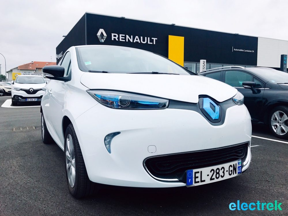 first impression the little 2017 renault zoe guillotines the competition electrek. Black Bedroom Furniture Sets. Home Design Ideas