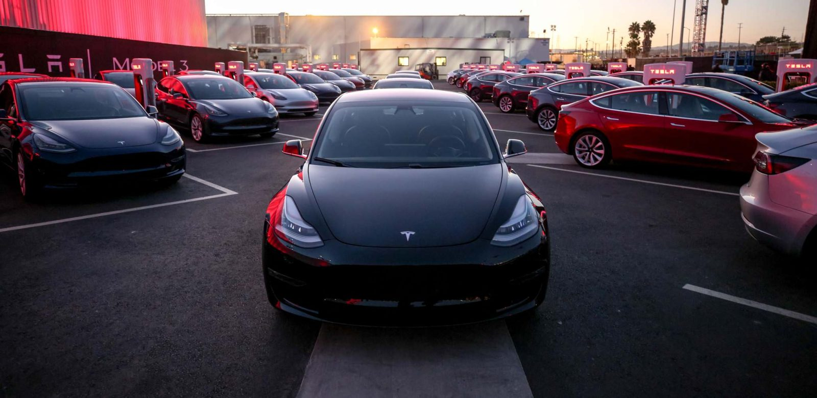 Tesla Reaches Milestone Of 100 000 Model 3 Vehicles
