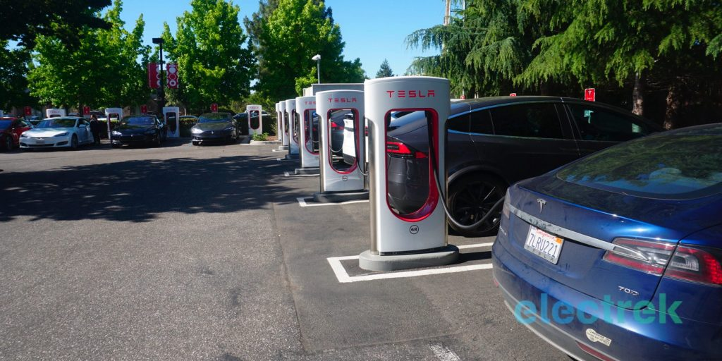 Tesla starts limiting charge to 80% at busy Superchargers to reduce wait times - Electrek