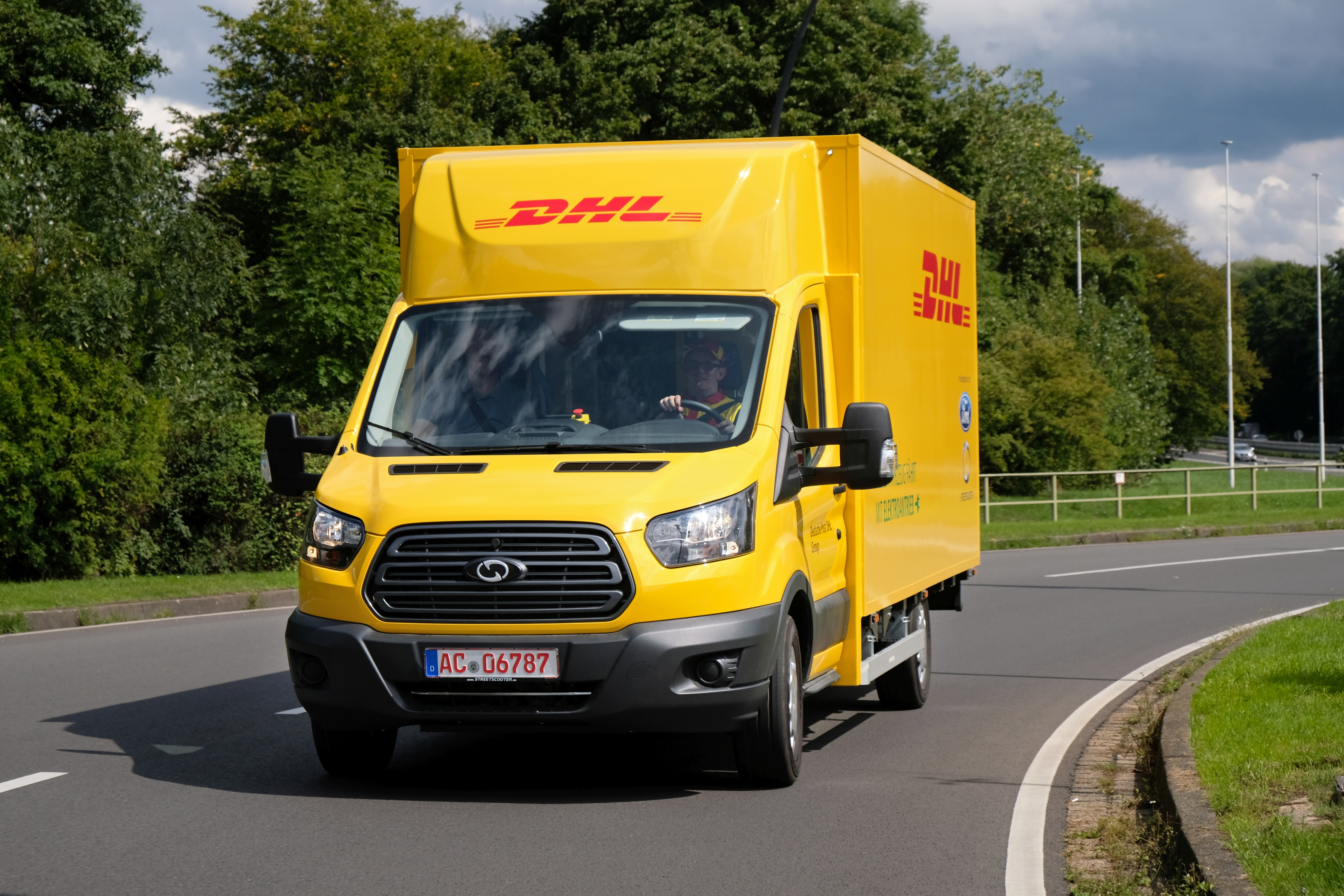 34d0fa67dd Ford unveils its new electric truck made with DHL - Electrek