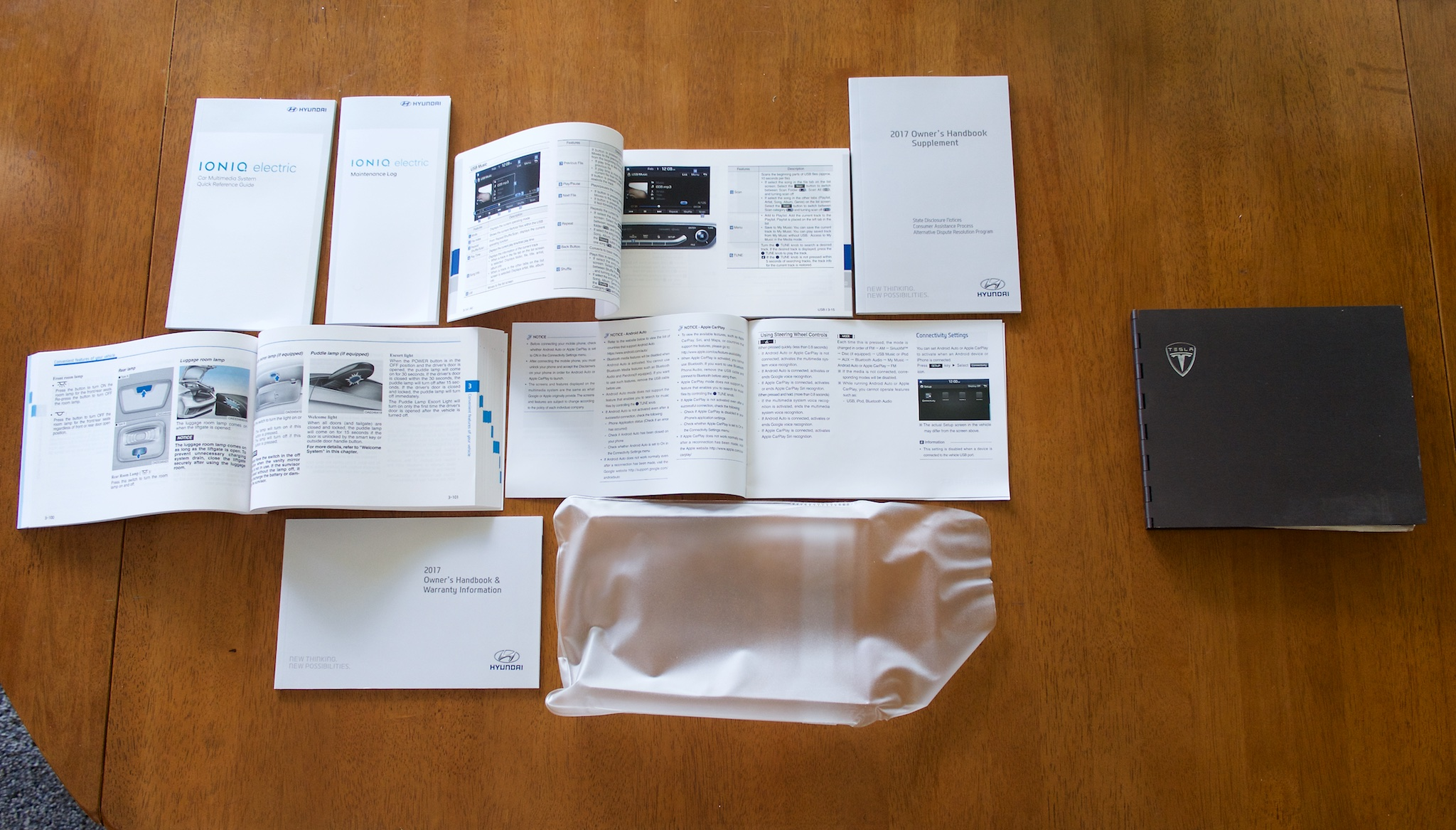 A Comparison Of Hyundai S Manuals Left And Tesla Roadster Manual Right The Does Have More Features Course