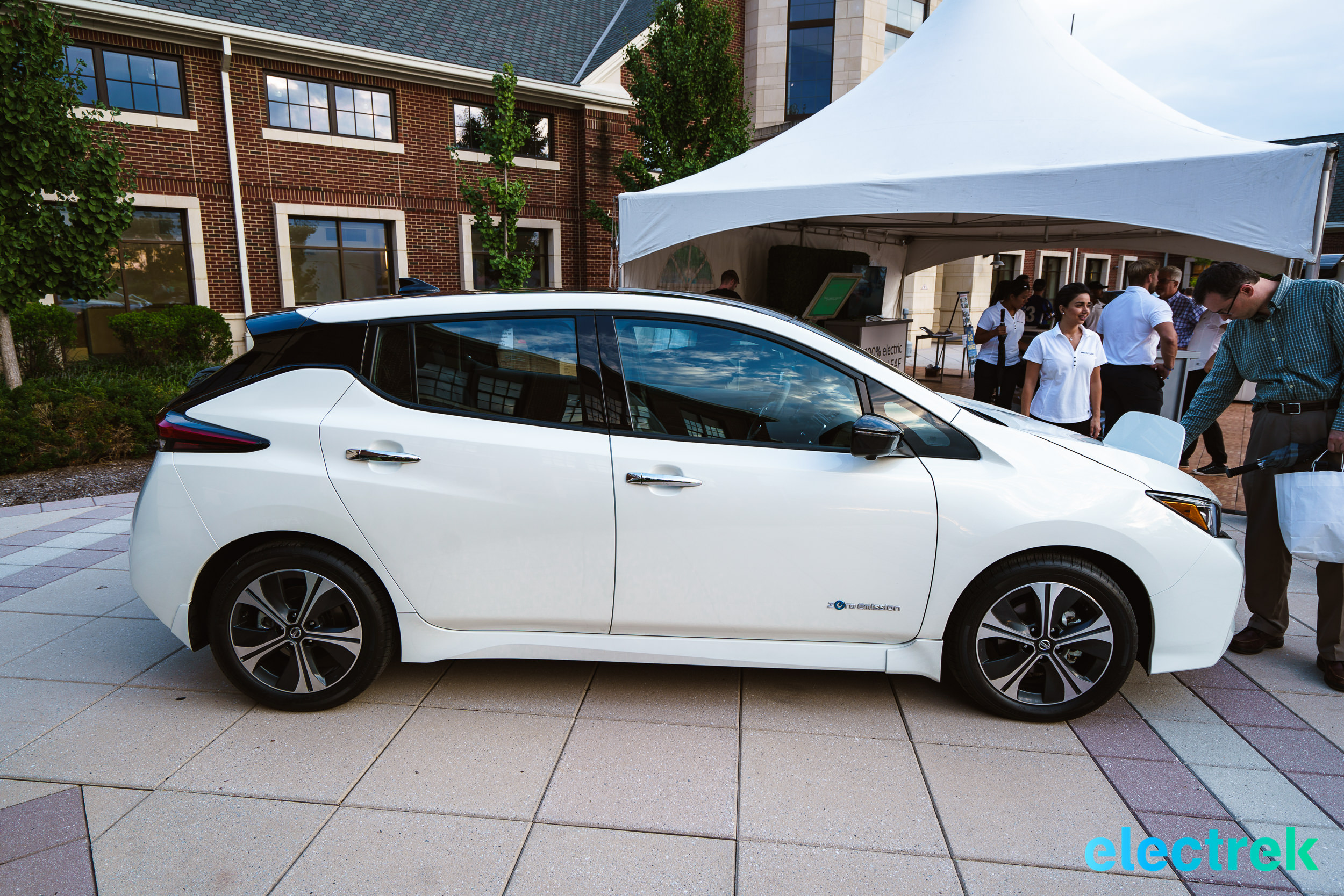 14 New Nissan Leaf 2018 sideview wheels rims profile design National