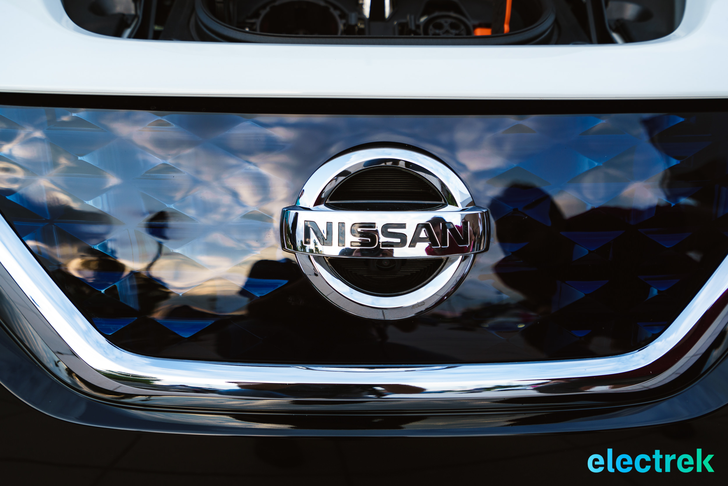 74 New Nissan Leaf 2018 Logo grille design National Drive ...