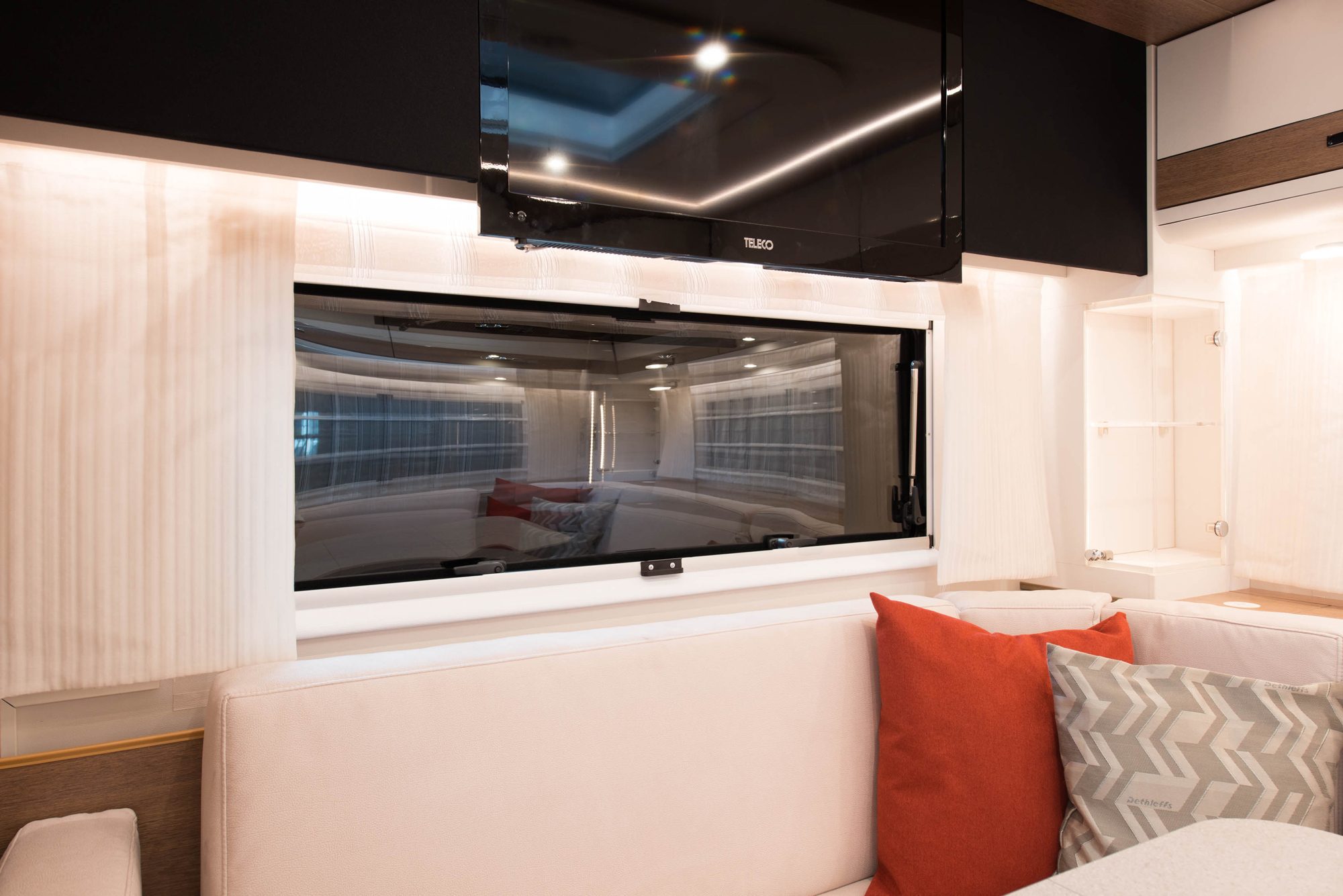 Electric Motorhomes Are Coming A New Rv Powered By Solar Panels And Systems Information Dethleffs Partnered With Victron Energy To Install Thin High Efficiency On Almost The Entire Surface Of Vehicle