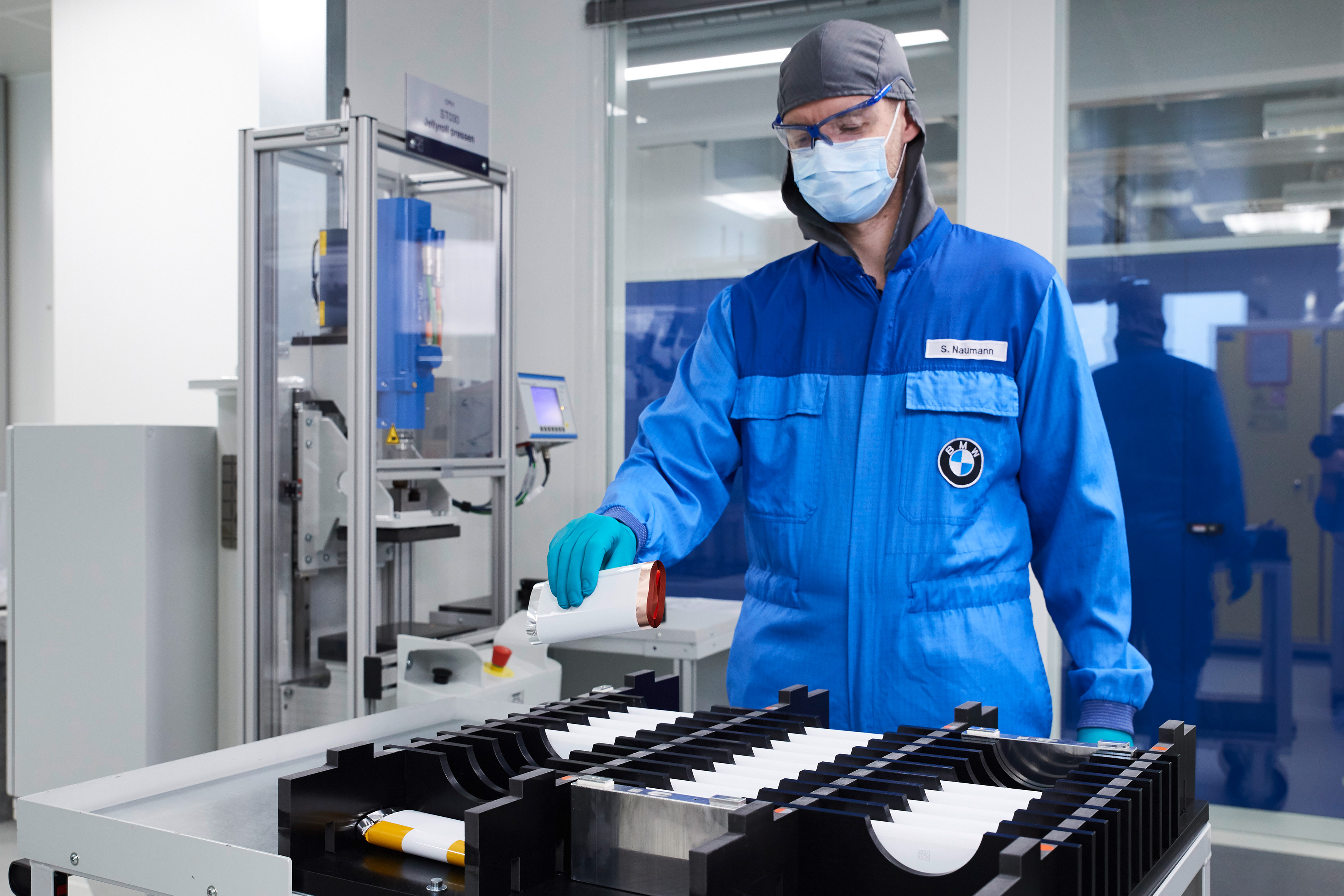 Bmw Invest 240 Million To Bring Electric Car Range 430 Miles Future Batteries That Could Power Your Home Techcentral They Released Images Of Their Current Battery Cell Lab