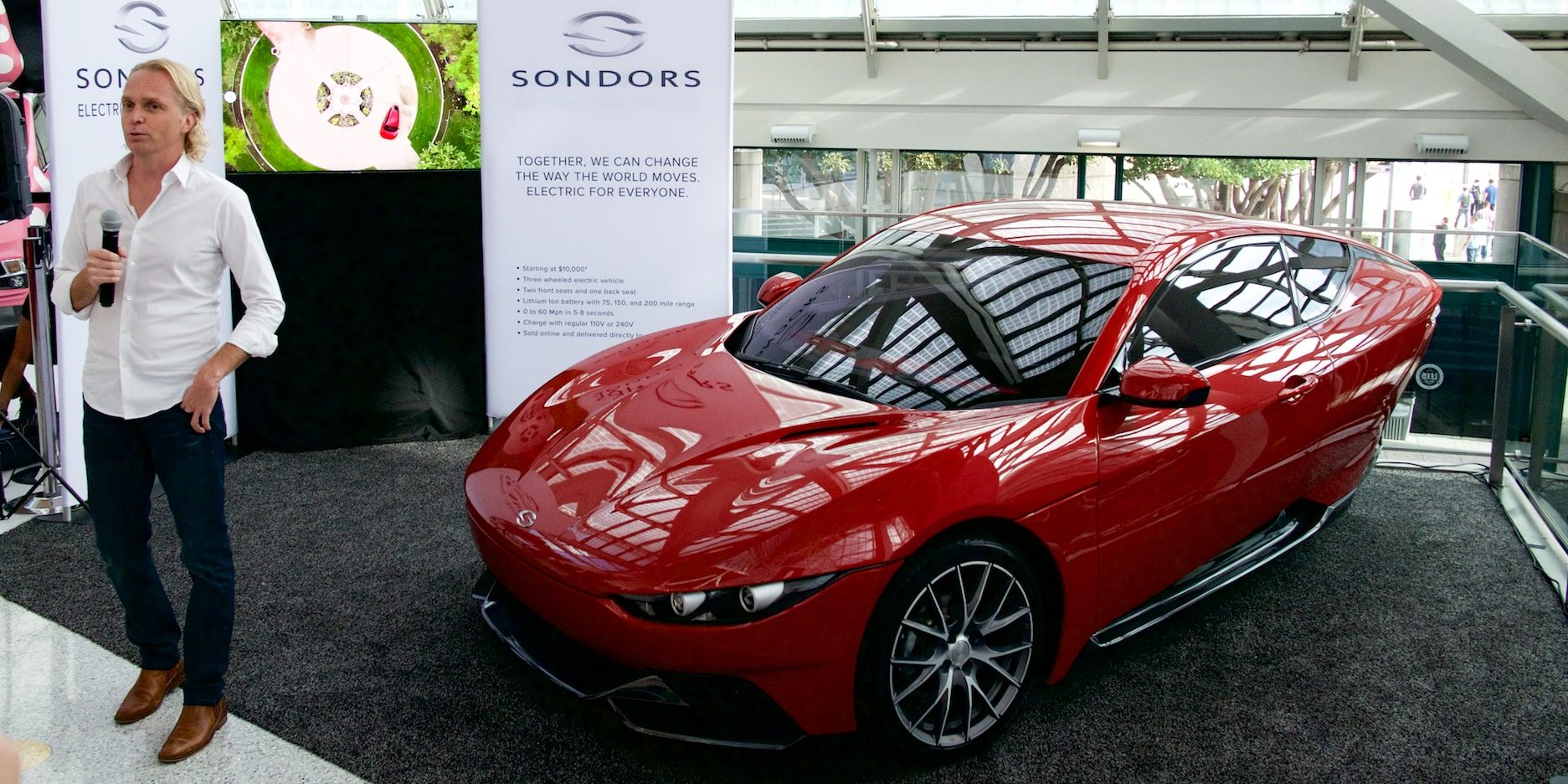 Sondors Crowdsourced 3 Wheeled 10 000 Ev Debuts At The La Auto Show