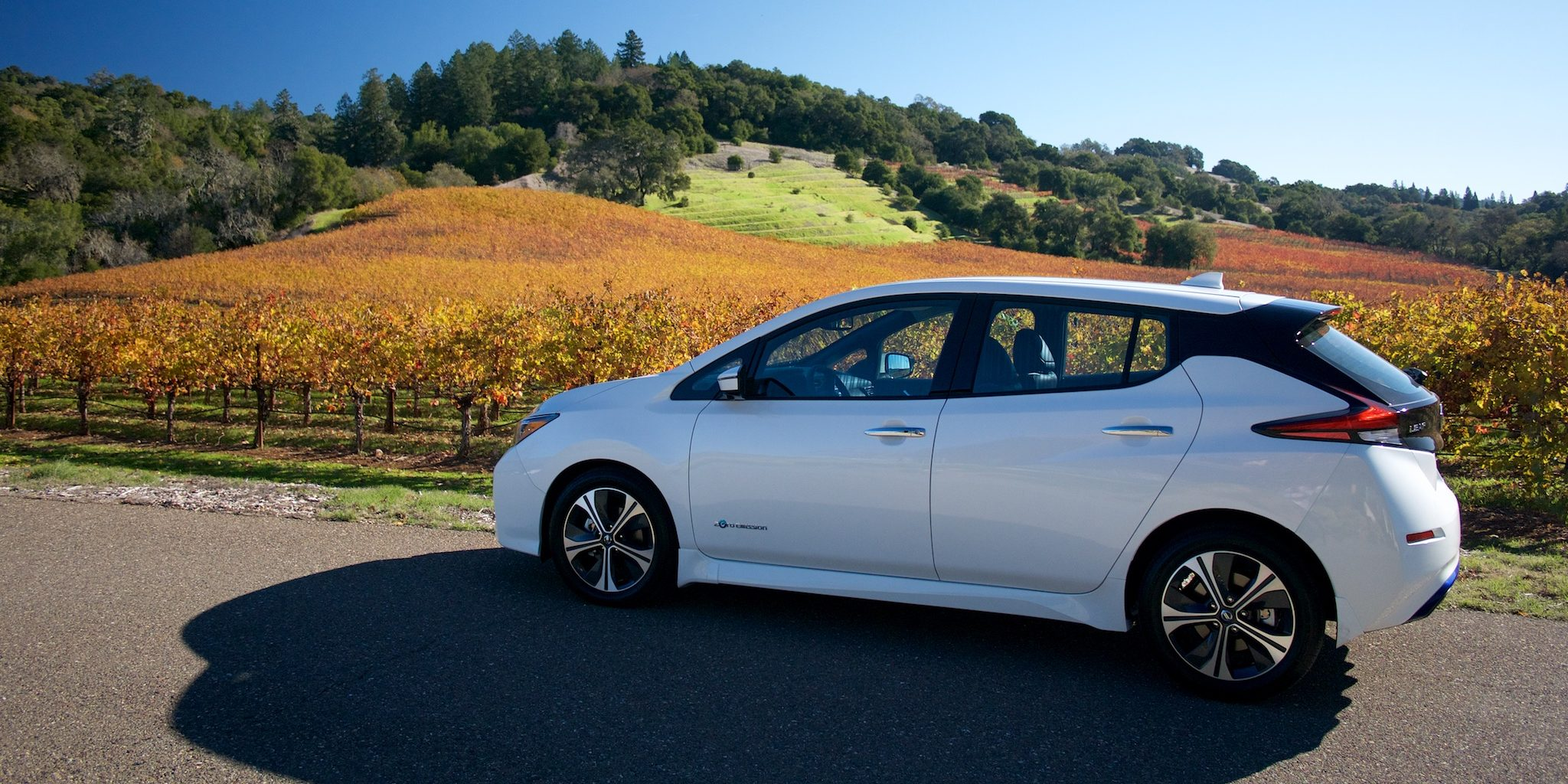 The Electrek Review 2018 Nissan Leaf Fills The Space