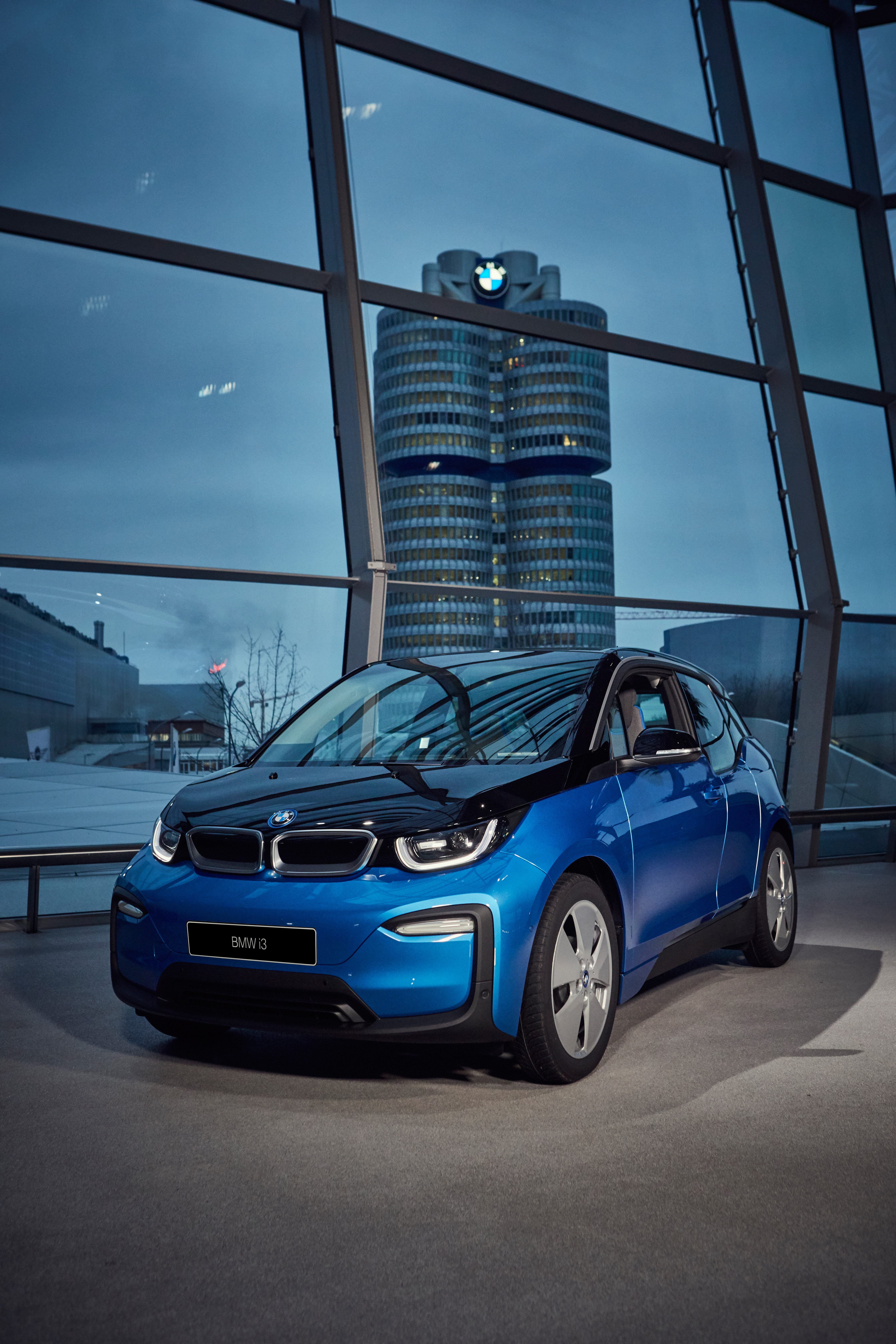 Bmw Turns Its Hq Into Giant Batteries As It Delivers Its 100 000th
