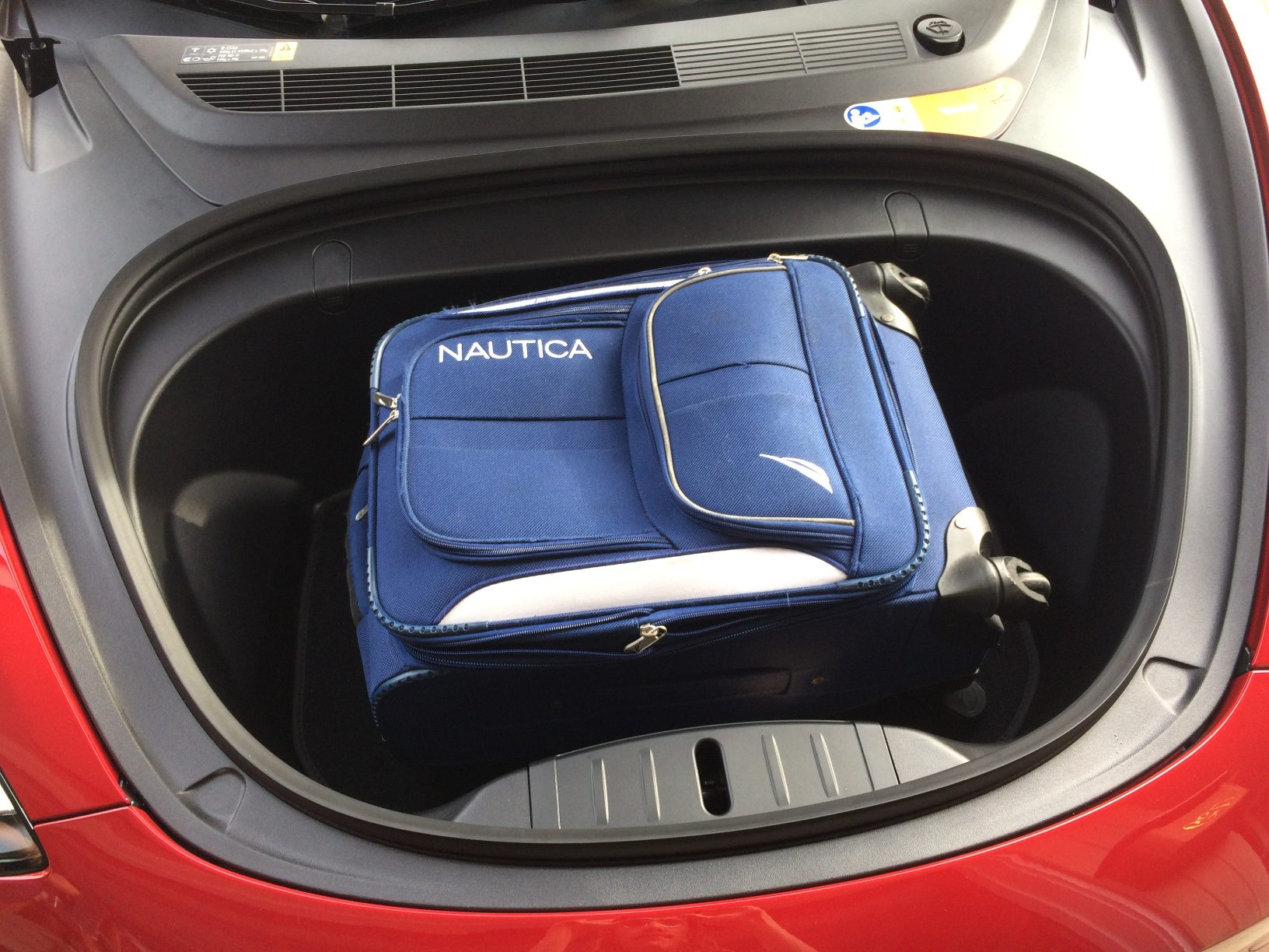 The Electrek Review Tesla Model 3 A Promise Delivered This Switch Circuit In Any Way Perhaps Like And Finally Has Seen It Fit To Grace Us With Quite Lot Of Interior Storage Options Map Pockets Door Large Center Console Two