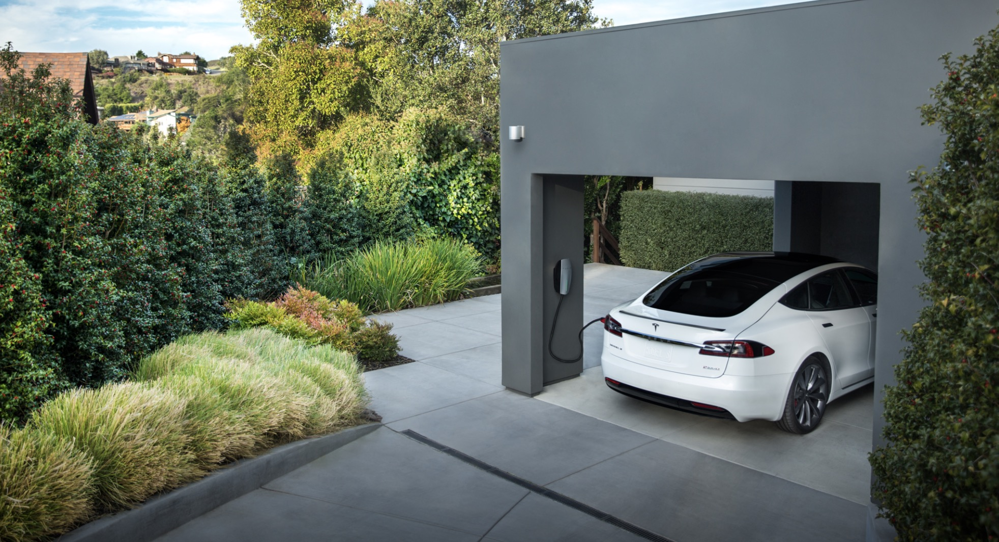 Tesla Model S charged with diesel generator still pollutes less than a diesel sedan