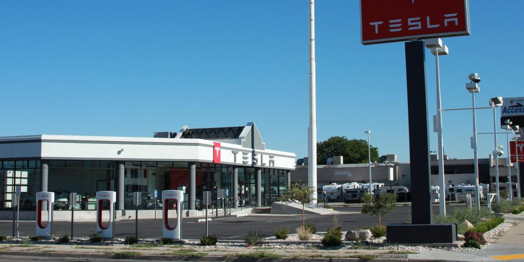 Tesla is currently fighting for the right to sell its cars ...