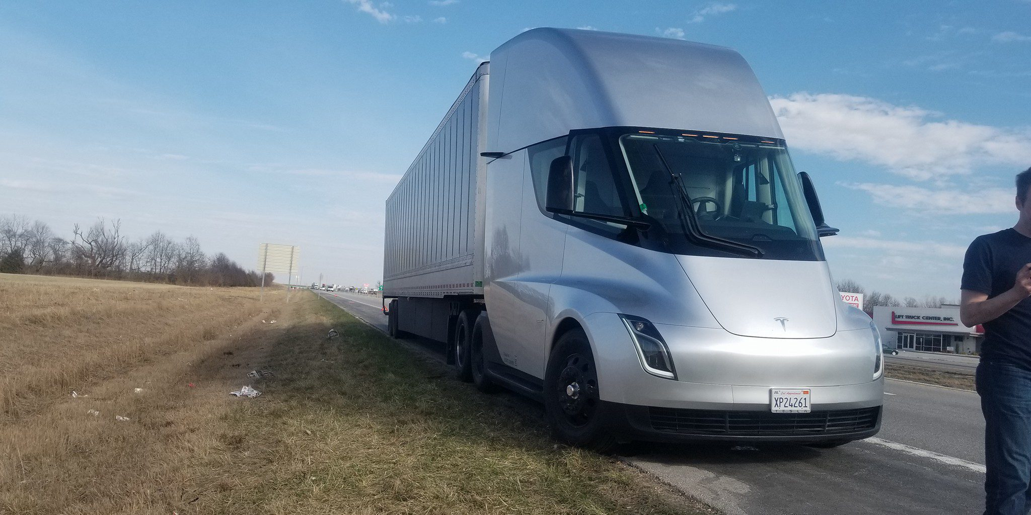 Tesla Semi Prototype Spotted Apparently Broken Down Makes