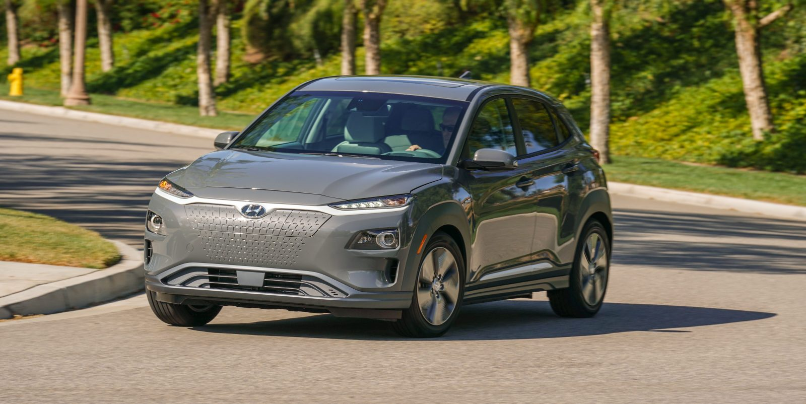 hyundai starts production of kona electric cuv ships out first 1 000 units electrek. Black Bedroom Furniture Sets. Home Design Ideas