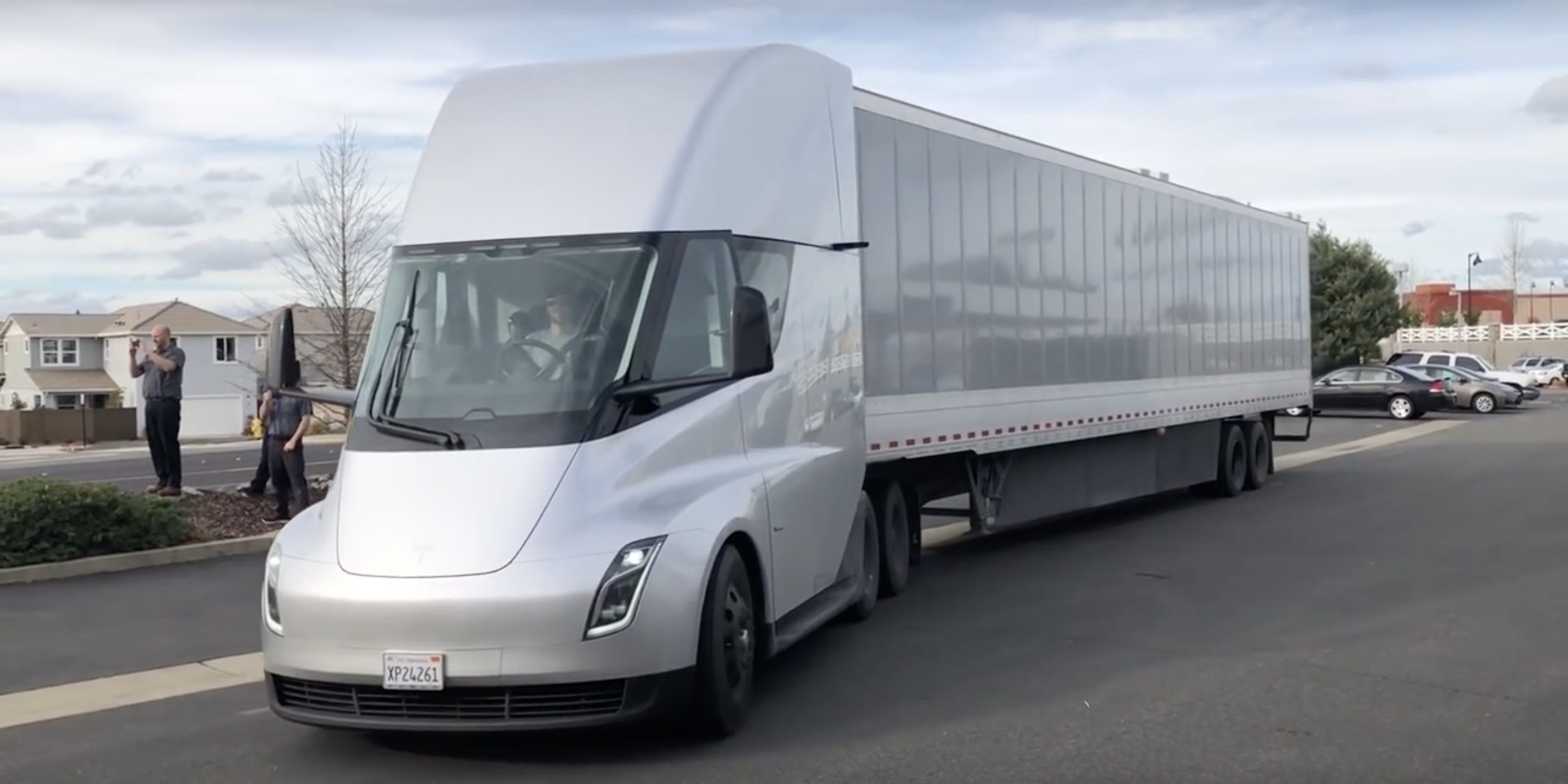 Tesla Semi receives another order, electric trucks will move goods in Europe