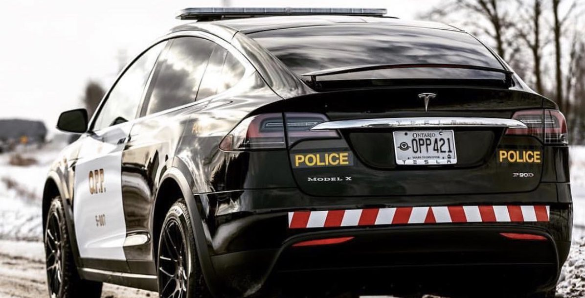 swiss police replace diesel cruisers with 7 tesla model x 100ds to save money fight drones. Black Bedroom Furniture Sets. Home Design Ideas